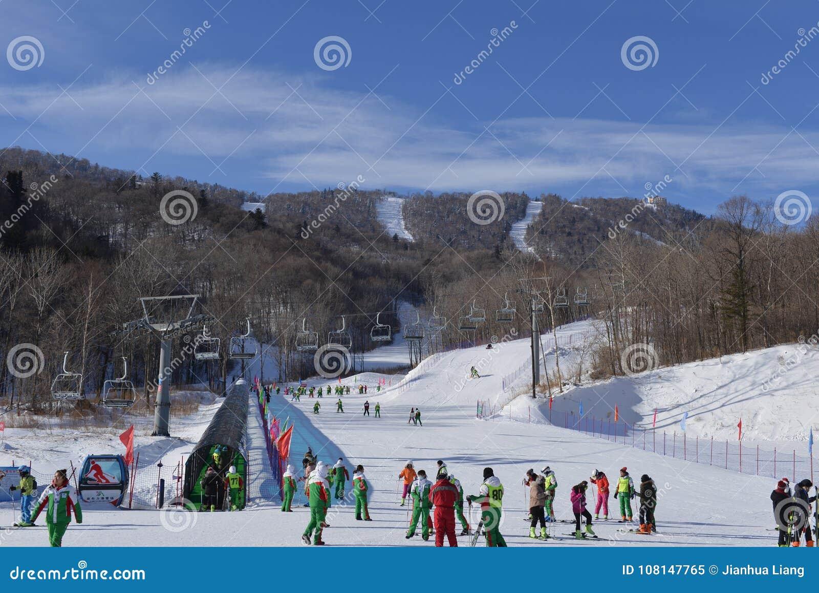 yabuli ski resort editorial image. image of doppelmayr - 108147765