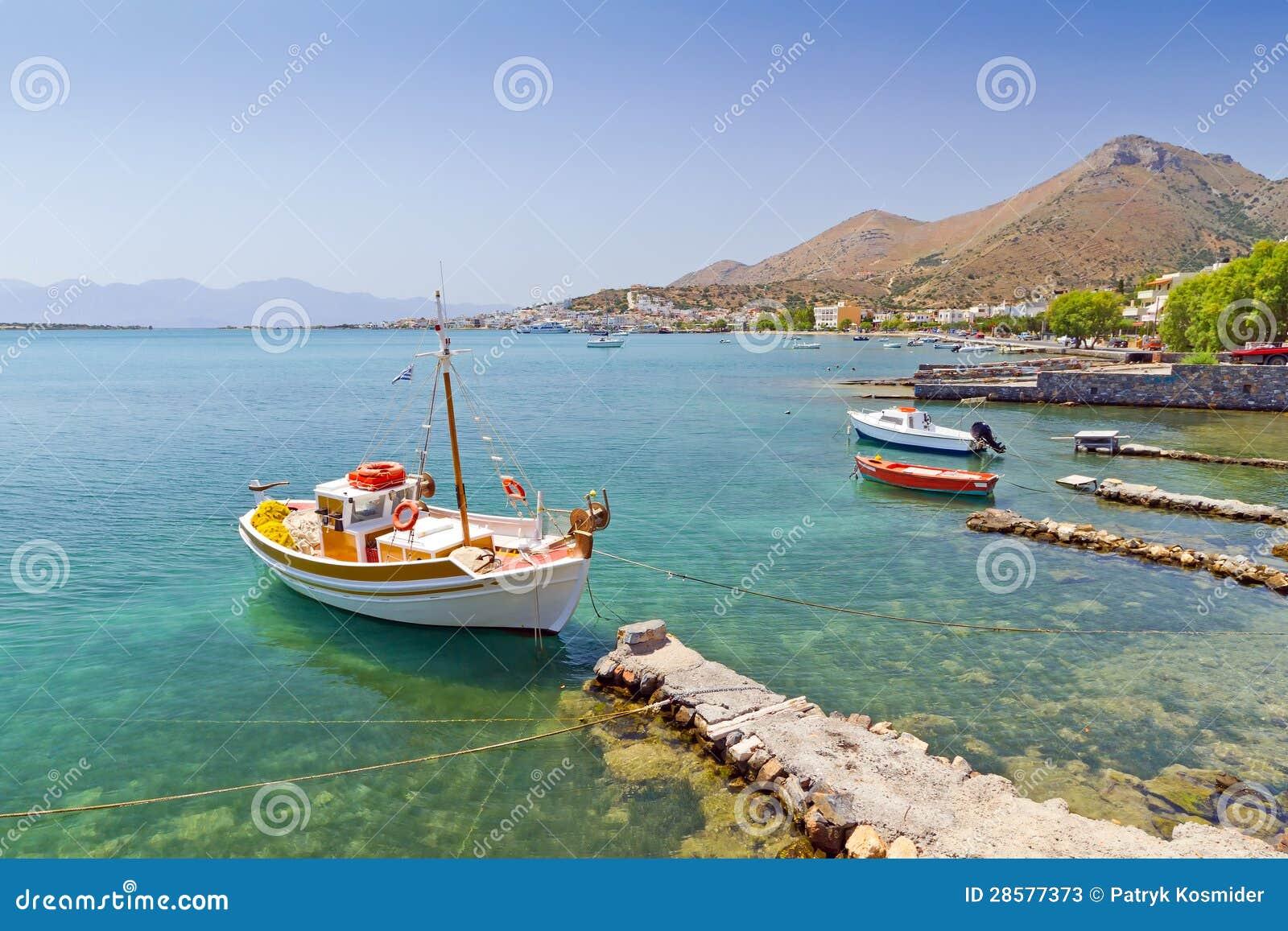 Yach στην ακτή της Κρήτης