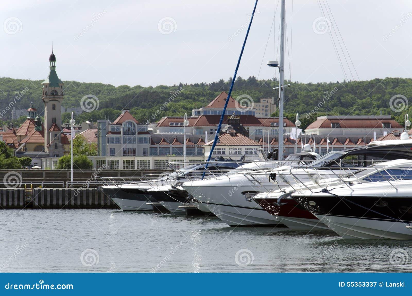 Yacht al pilastro