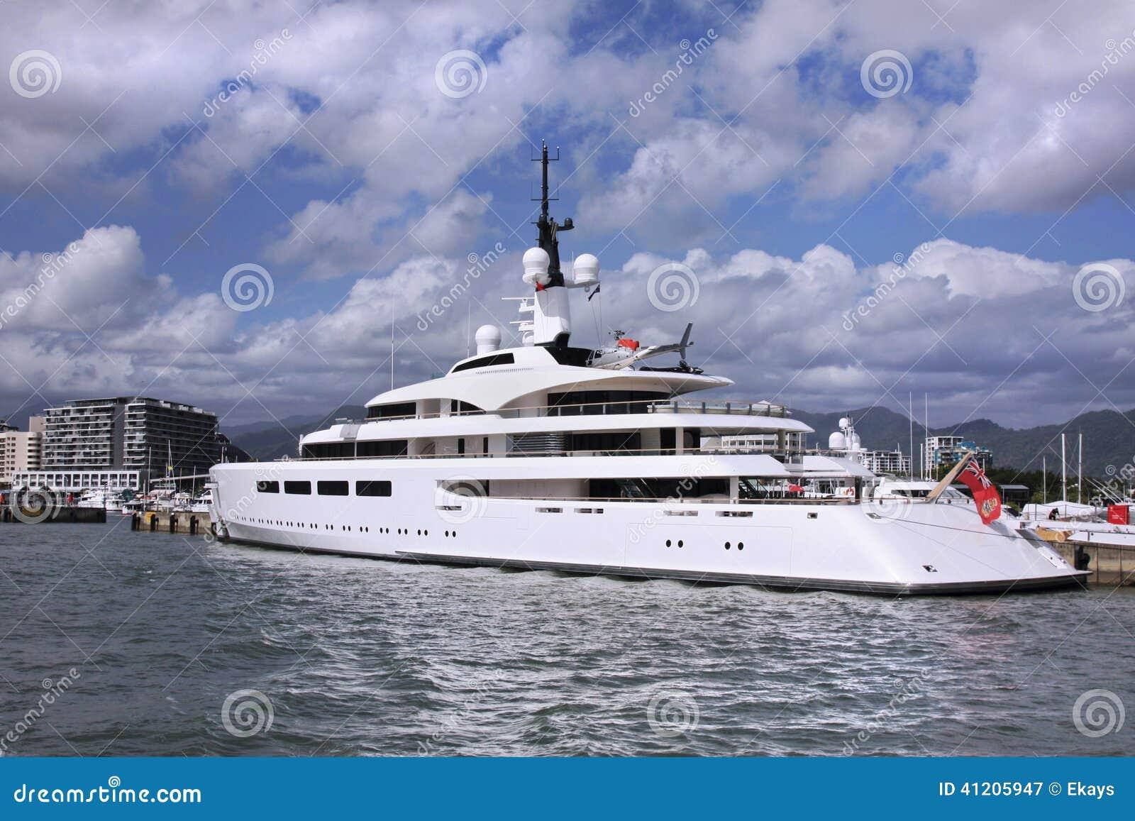 Yacht Con Elicottero Prezzo : Yacht con il cuscinetto dell elicottero immagine stock