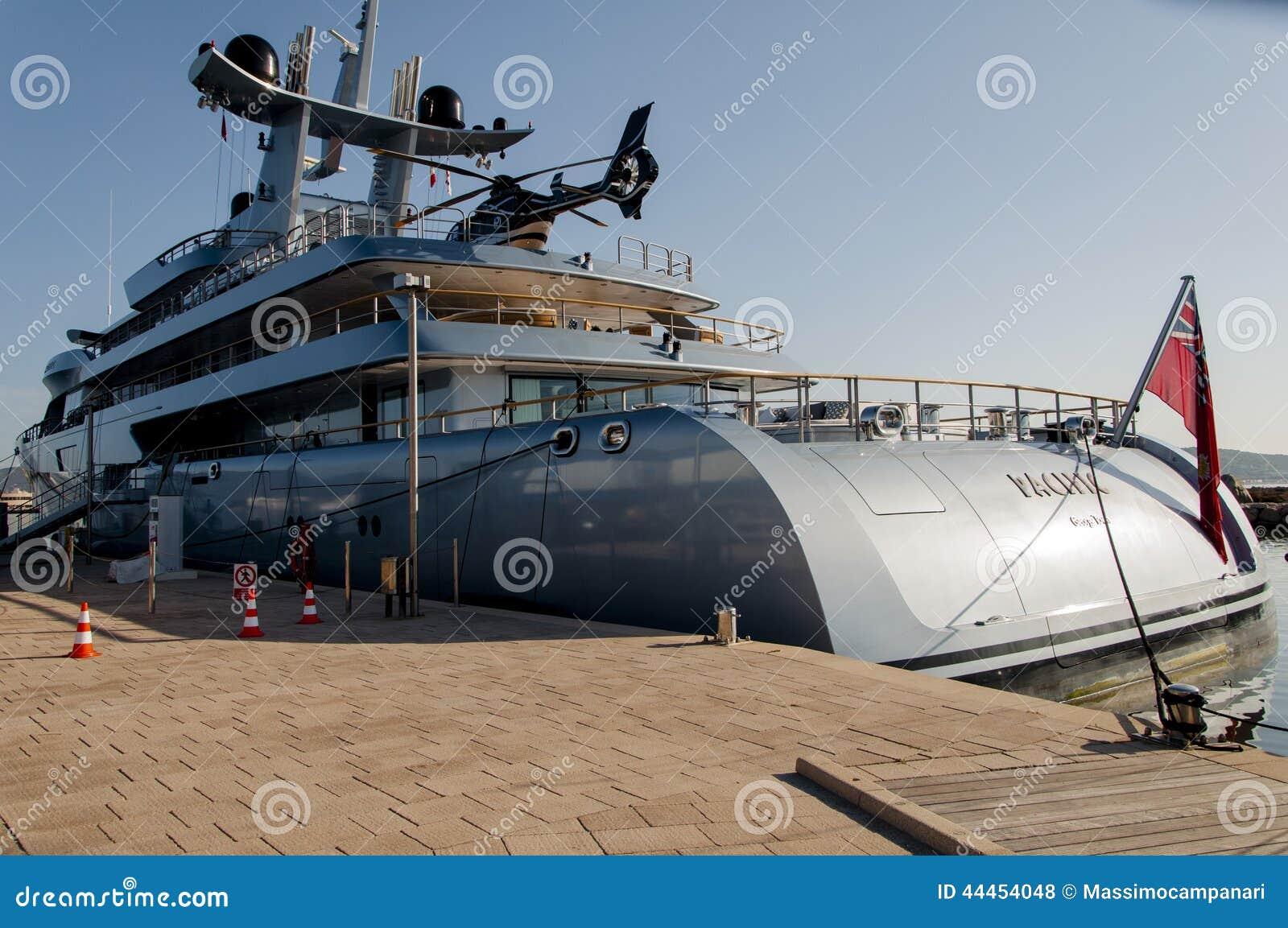 Yacht Con Elicottero Prezzo : Yacht con l elicottero fotografia stock editoriale