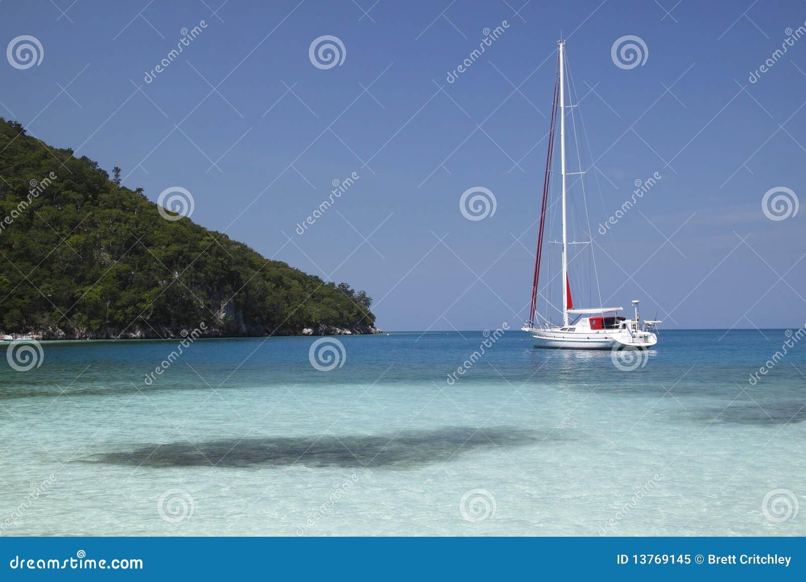 Yacht dans le paradis