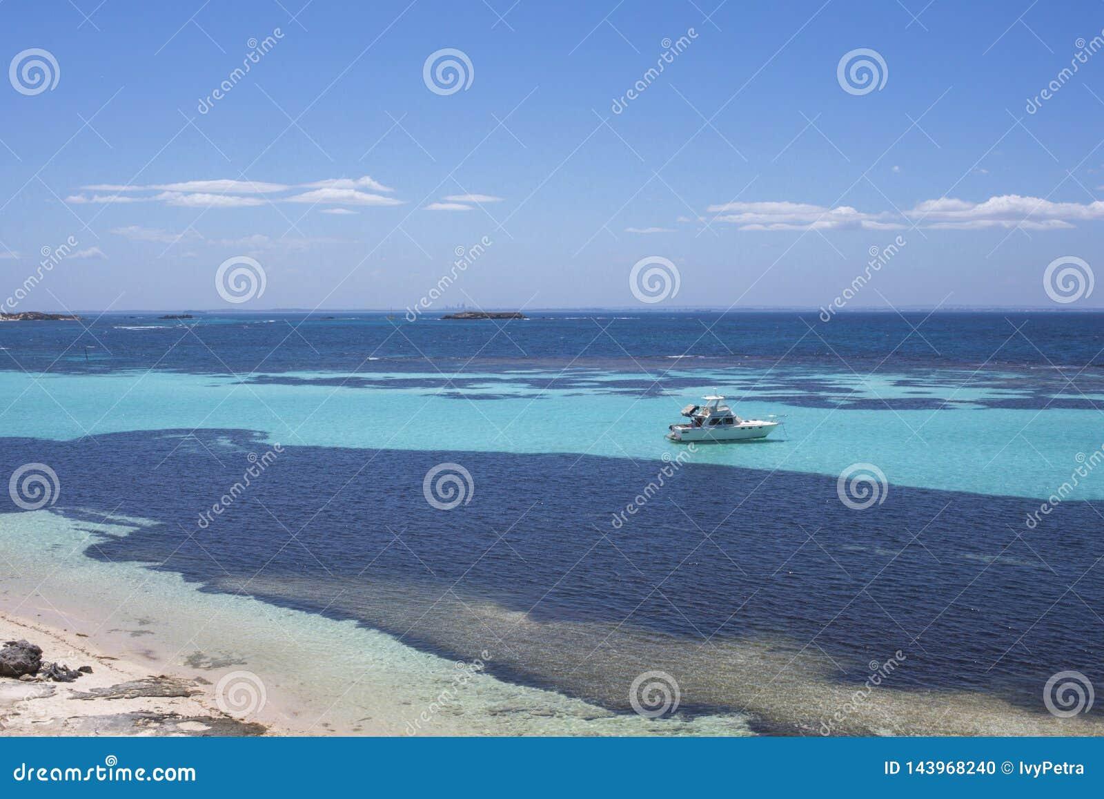 Yacht de luxe ? l ?le de Rottnest, Australie occidentale, Australie