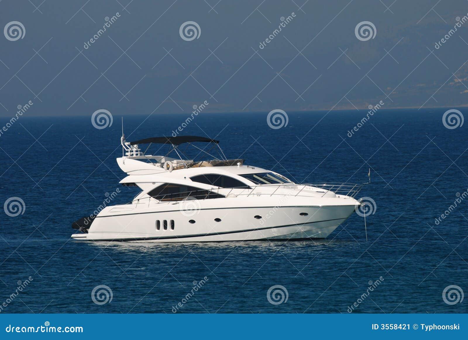 Yacht di lusso bianco