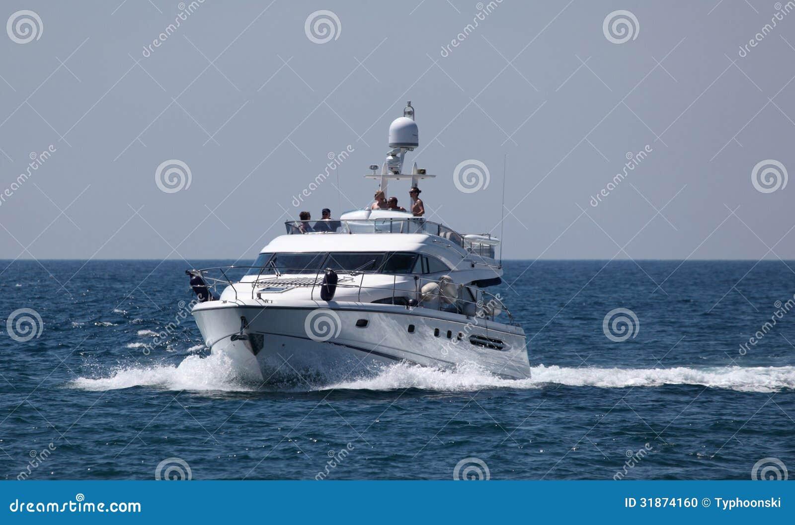 Yacht di lusso del motore