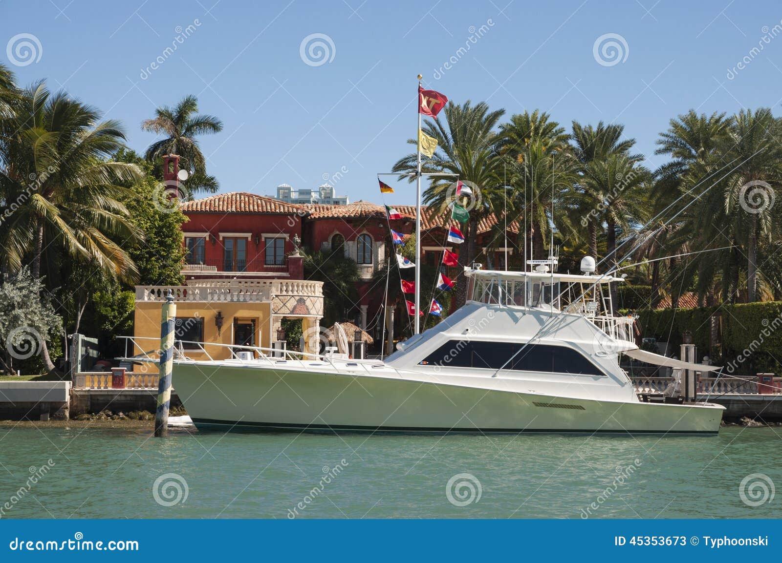 Yacht di lusso del motore sull isola della stella a Miami