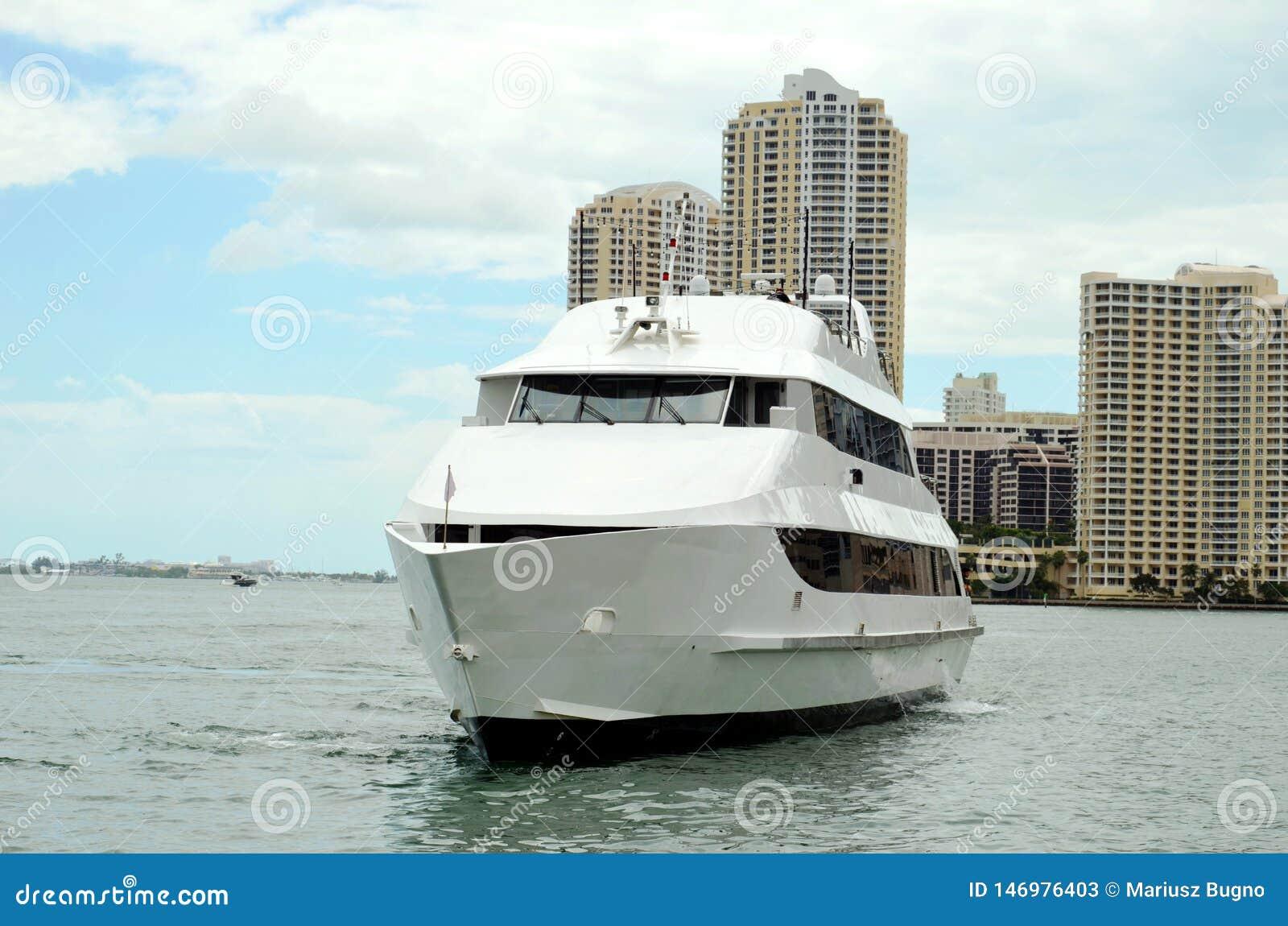 Yacht di lusso a Miami, Florida