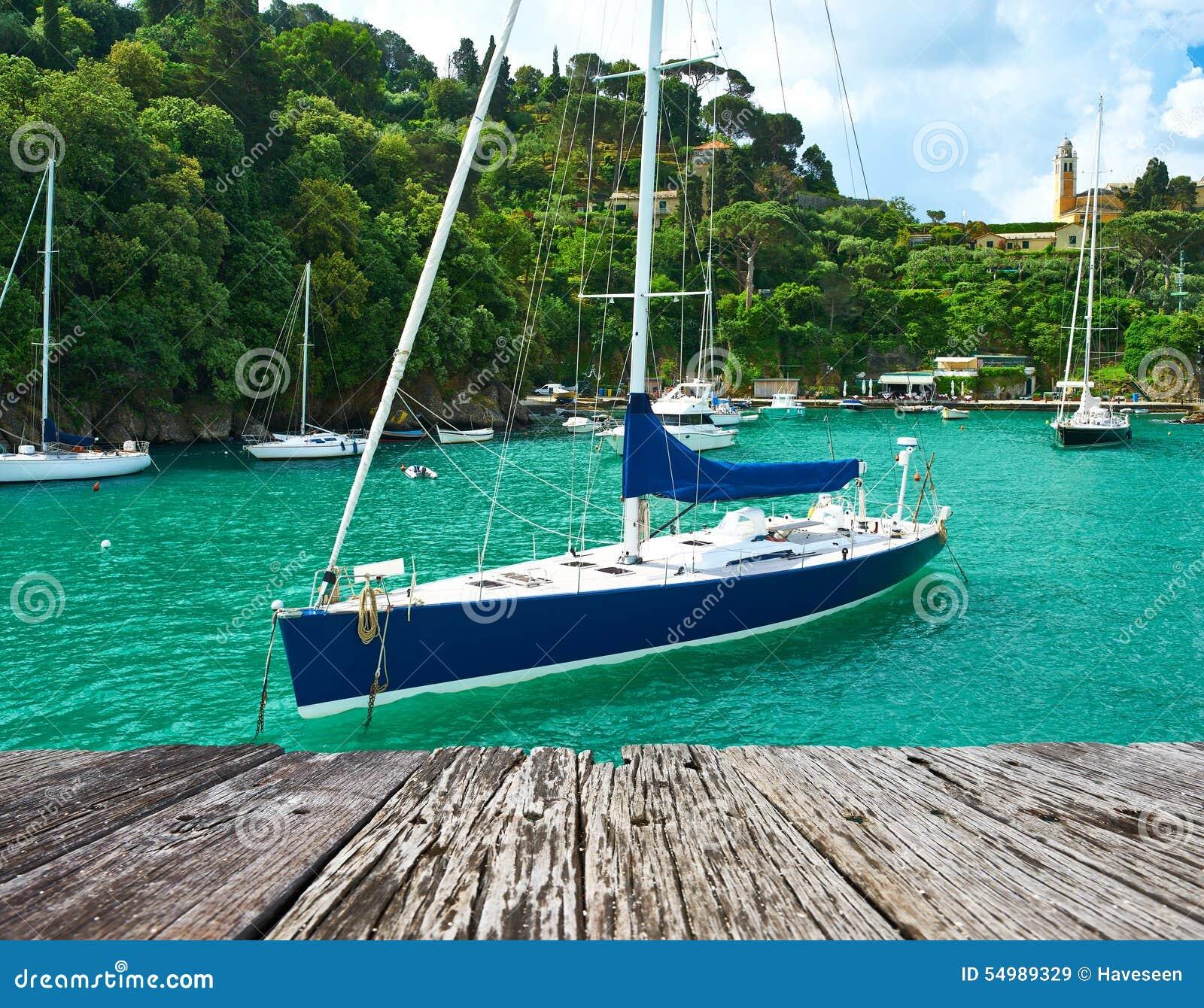 Yacht på den Portofino fjärden
