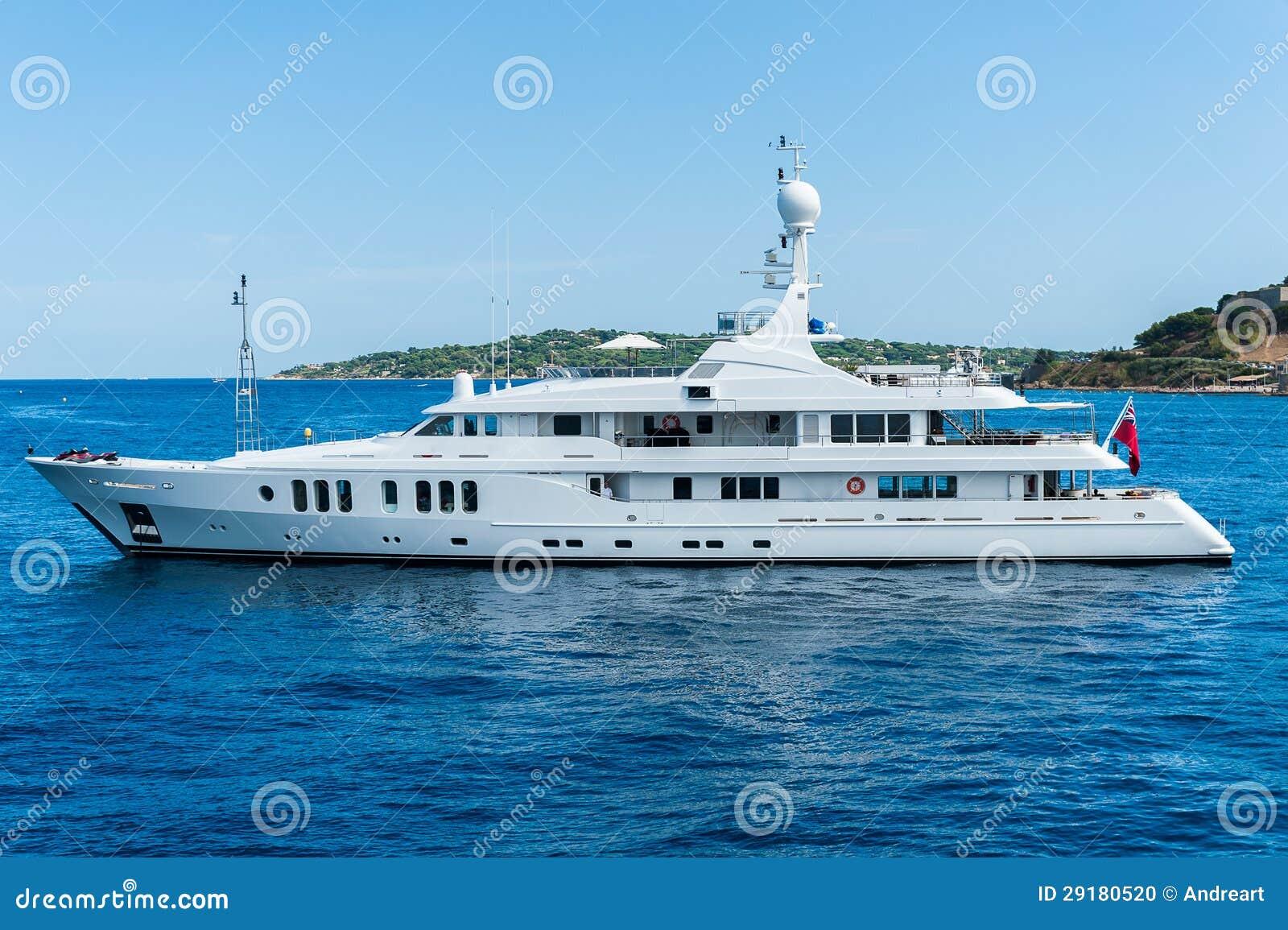 Yacht på havet