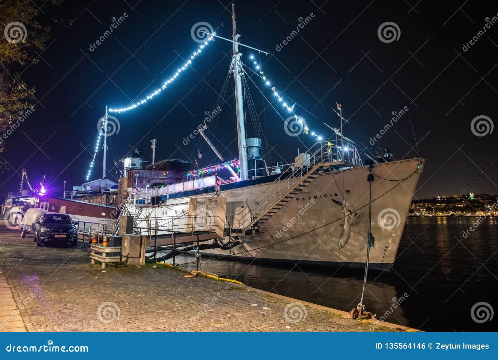 Yacht reale di Ormer che alloggia il ristorante e la barra di signora Patricia a Stoccolma, Svezia