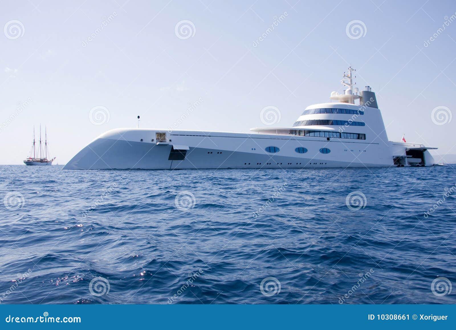 Yacht superbe