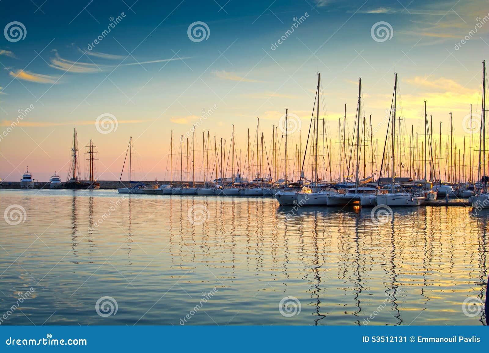Yachten in einem Jachthafen