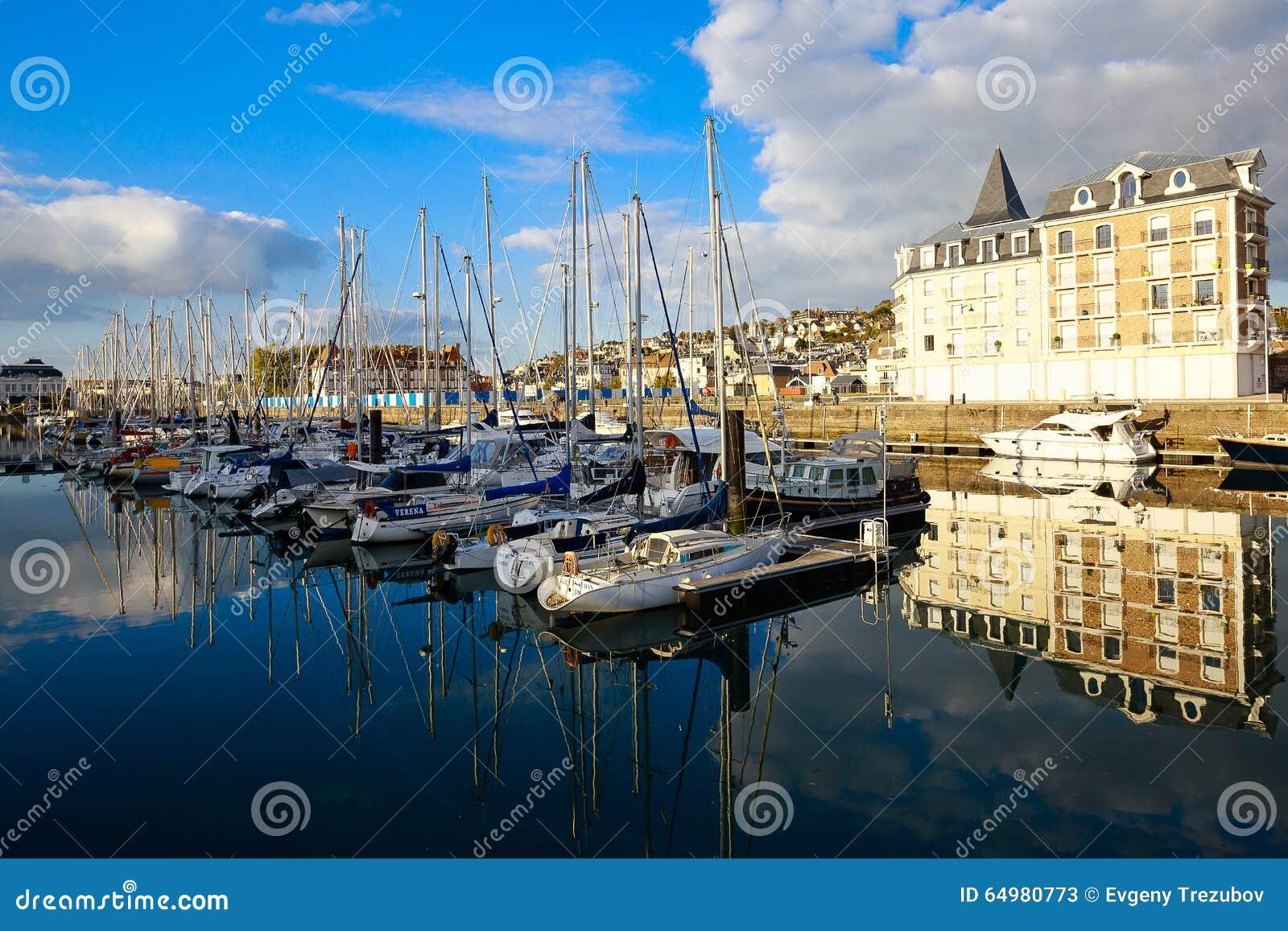 Yachten am Jachthafen in Deauville