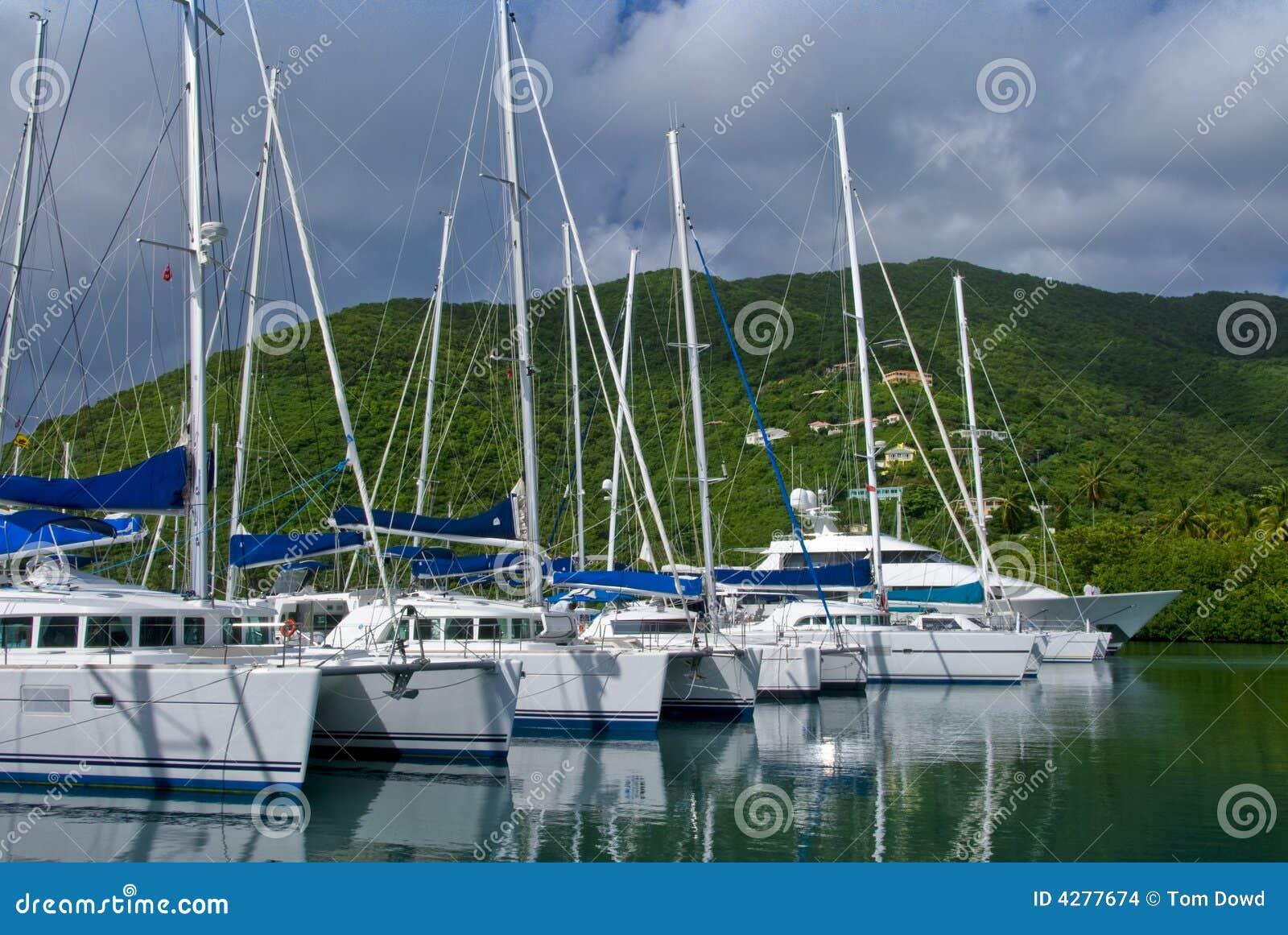 Yachten und Katamaran