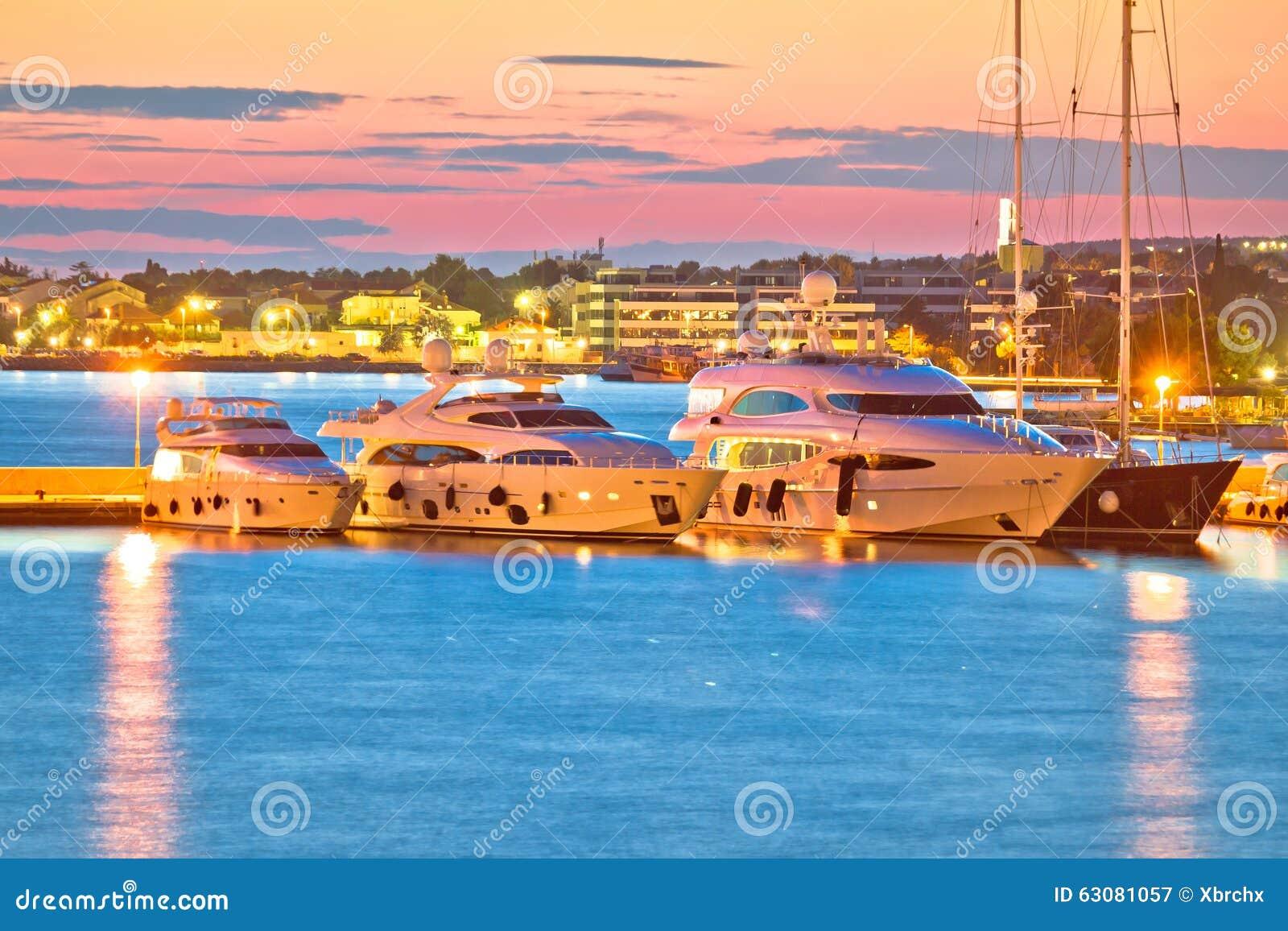 Download Yachts De Luxe à La Vue De Soirée De Port De Zadar Image stock - Image du nautique, charte: 63081057