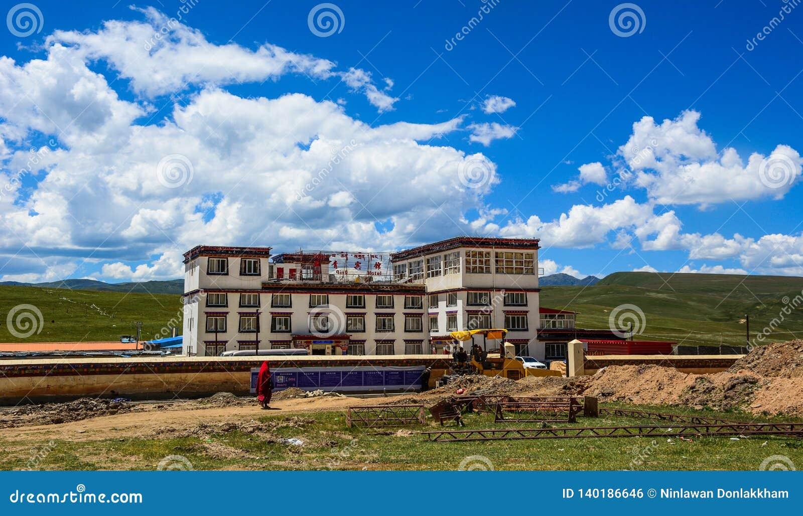 Yarchen Gar Monastery dans Garze tibétain