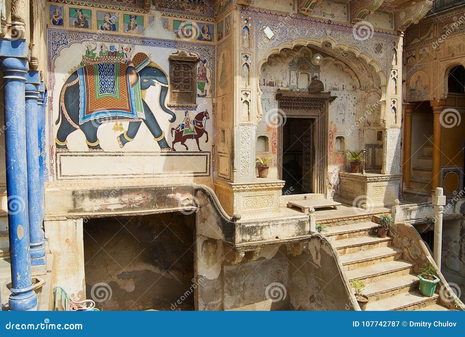 Yarda interior del haveli en Mandawa, la India