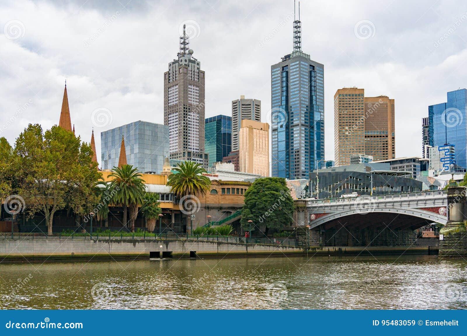 Yarra rzeka i Melbourne CBD widok