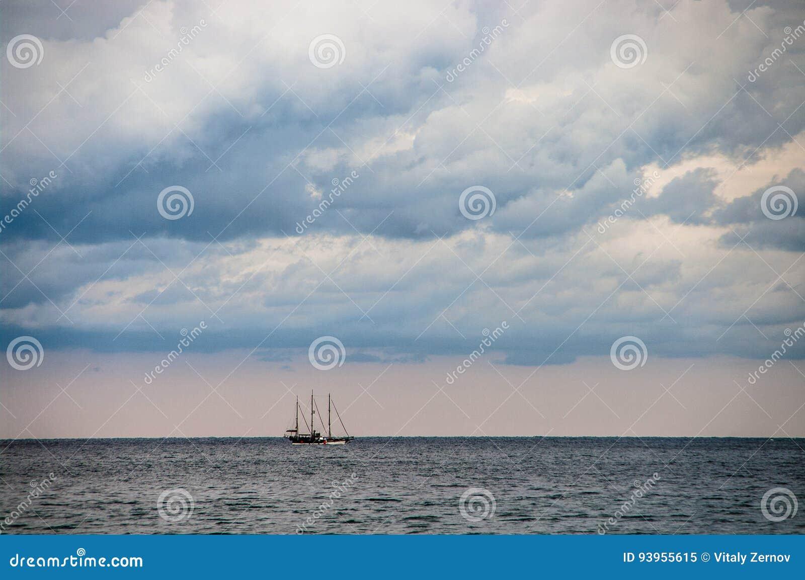 Yate de la navegación en el mar