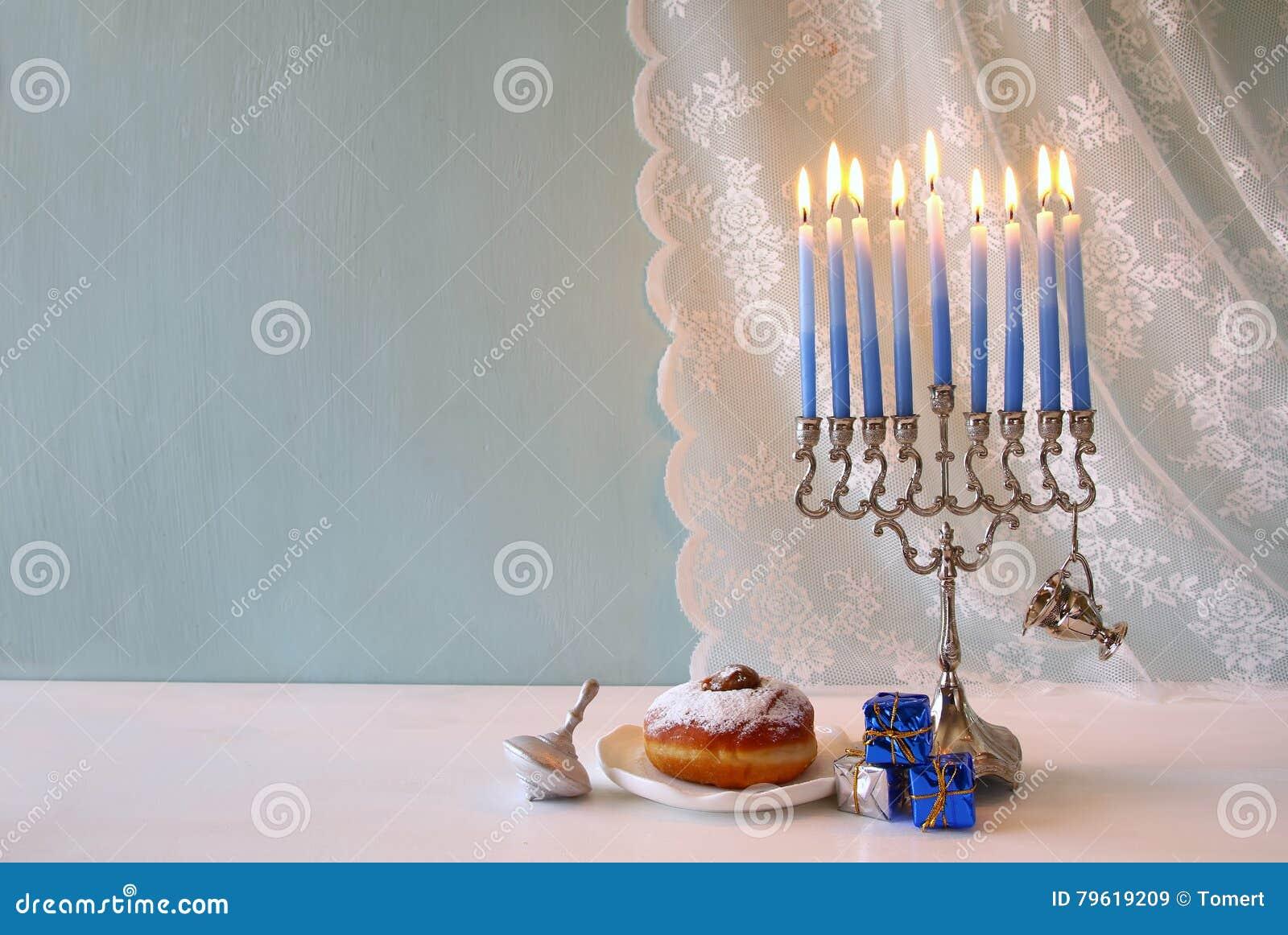 Żydowski Wakacyjny Hanukkah tło z menorah