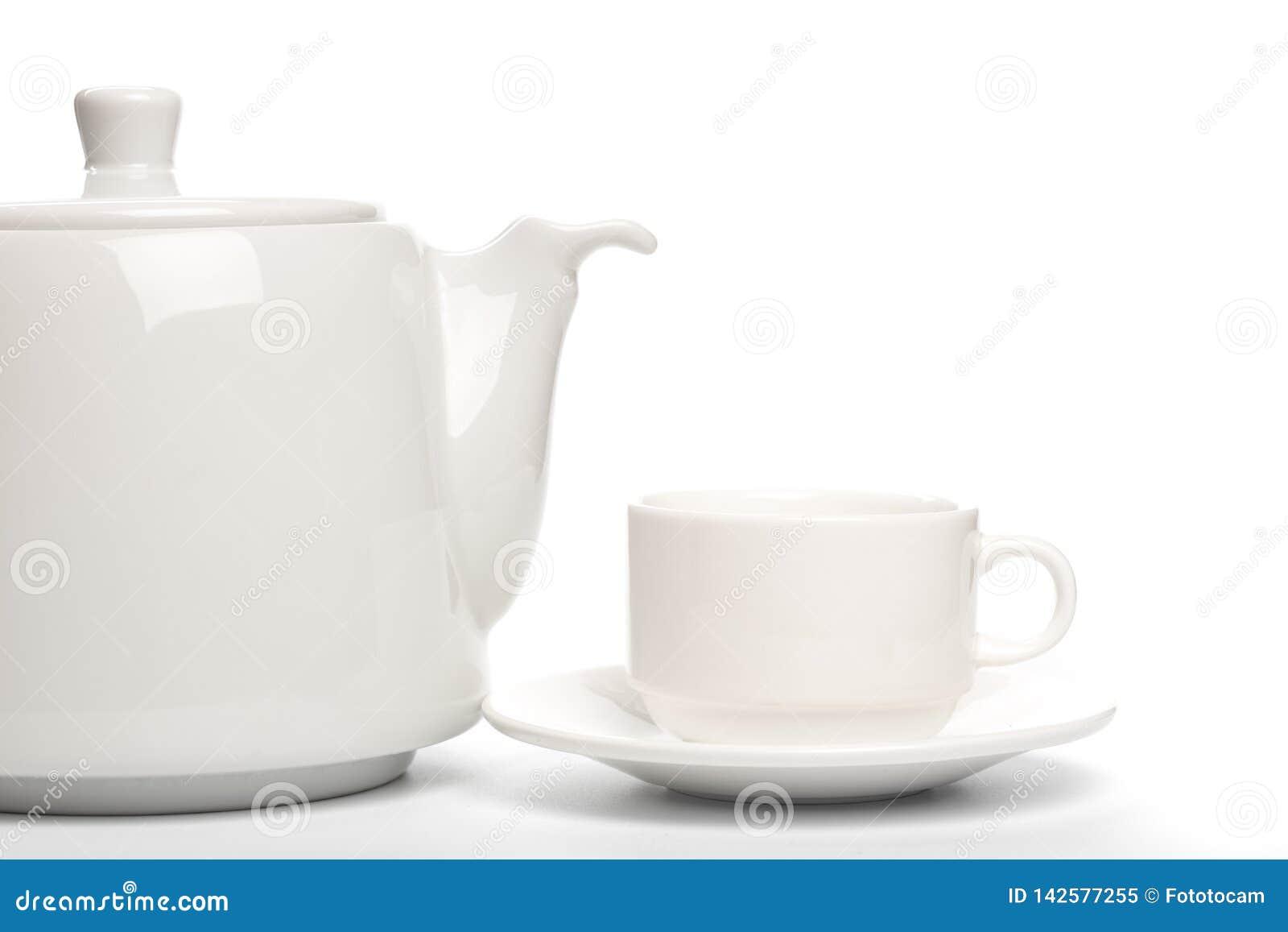 Yeapot bianco con la tazza isolata sull immagine di sfondo bianca