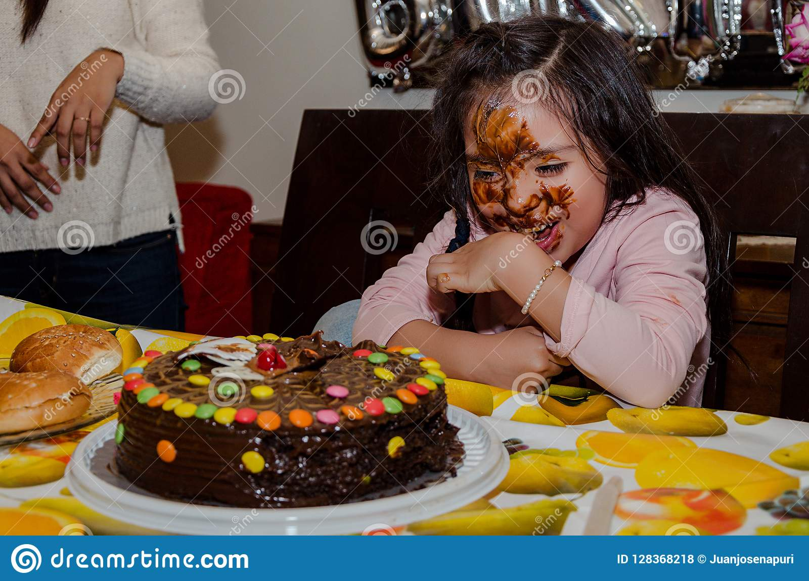 Wondrous 6 Year Old Girl Celebrating Her Birthday By Putting Her Face Funny Birthday Cards Online Unhofree Goldxyz