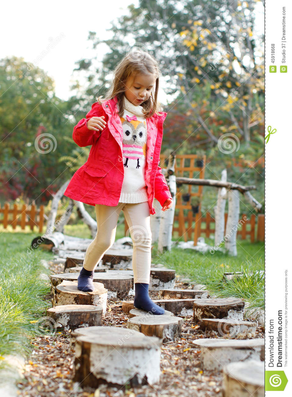 Over The Garden Walk: 4 Year Old Girl Walking Over Pebbles Stock Photo