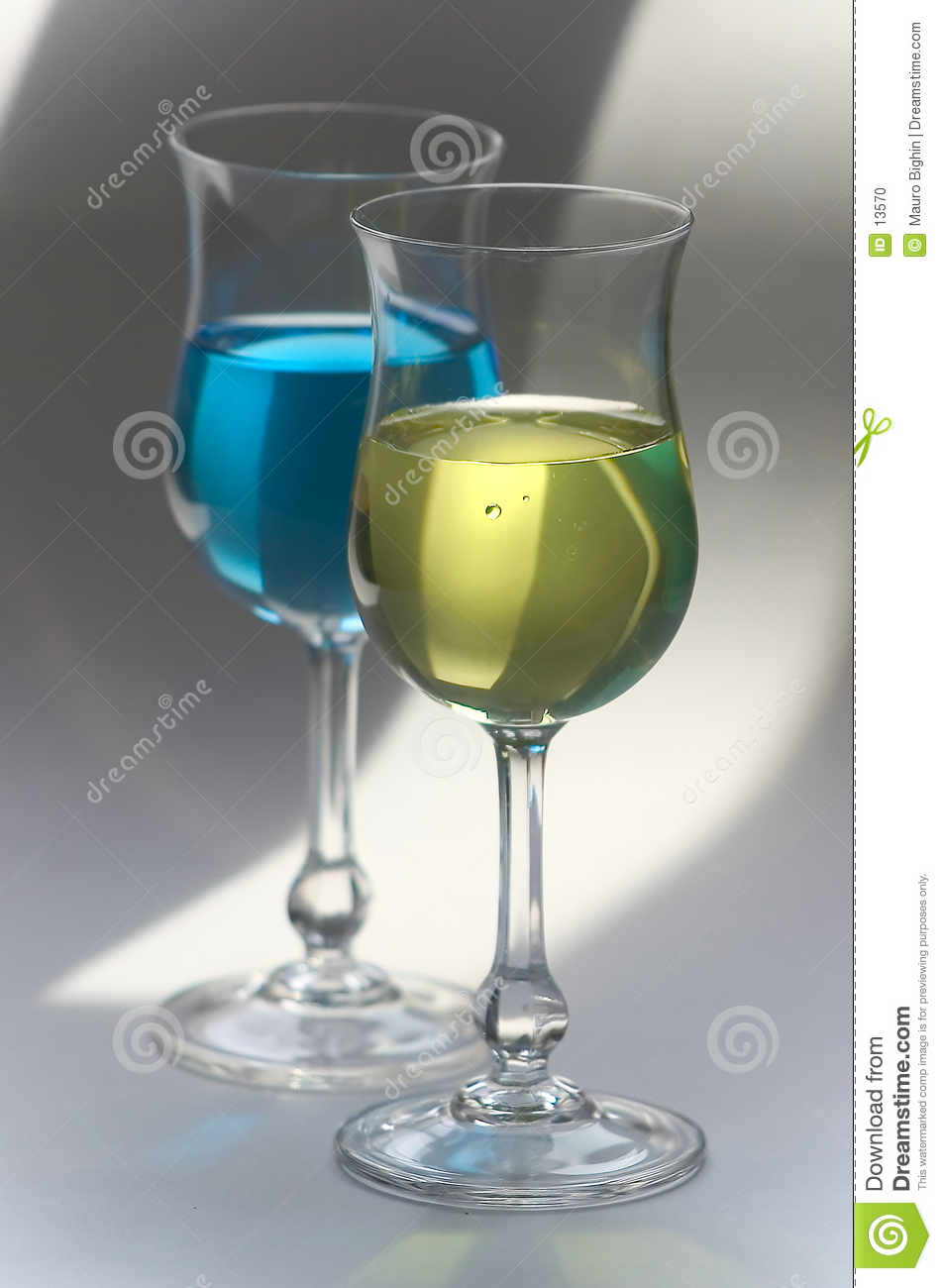 Yellow and blue drinks in glasses
