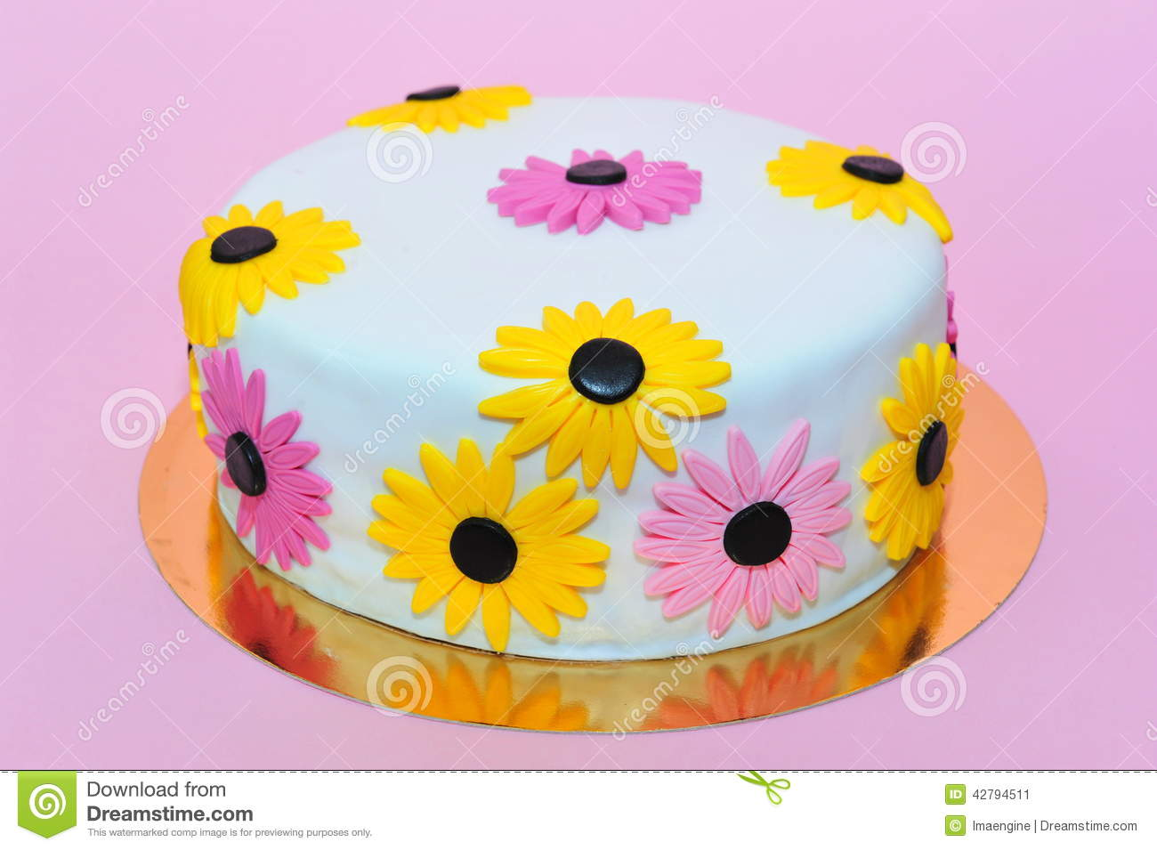 Yellow Daisies Birthday Cake Stock Image Image Of Celebration