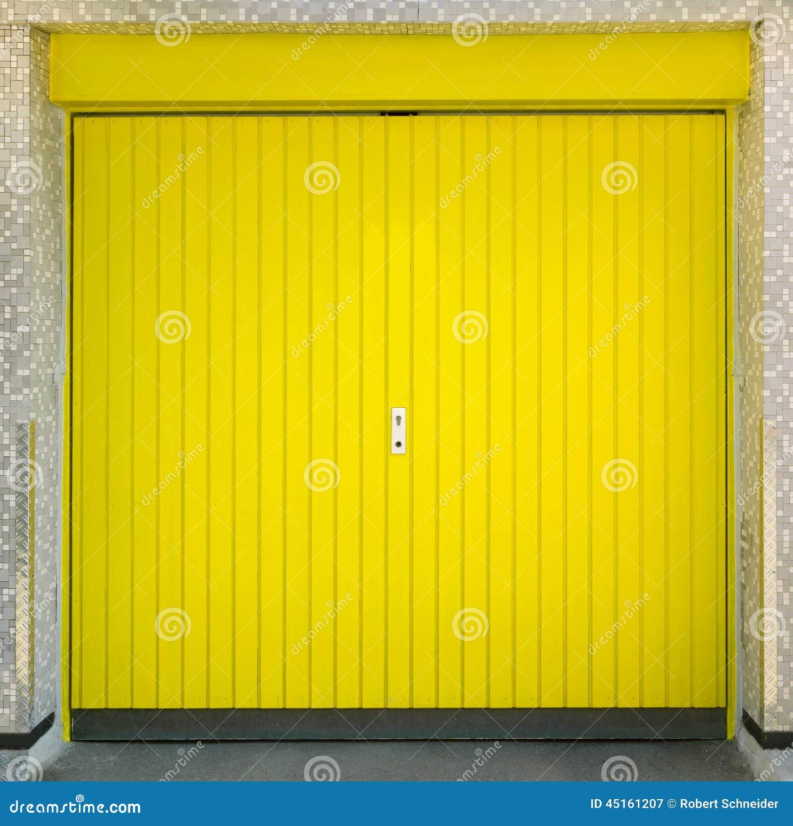 Garage Door Laser Light Yellow: Yellow Garage Door Stock Image. Image Of Boards, Vertical