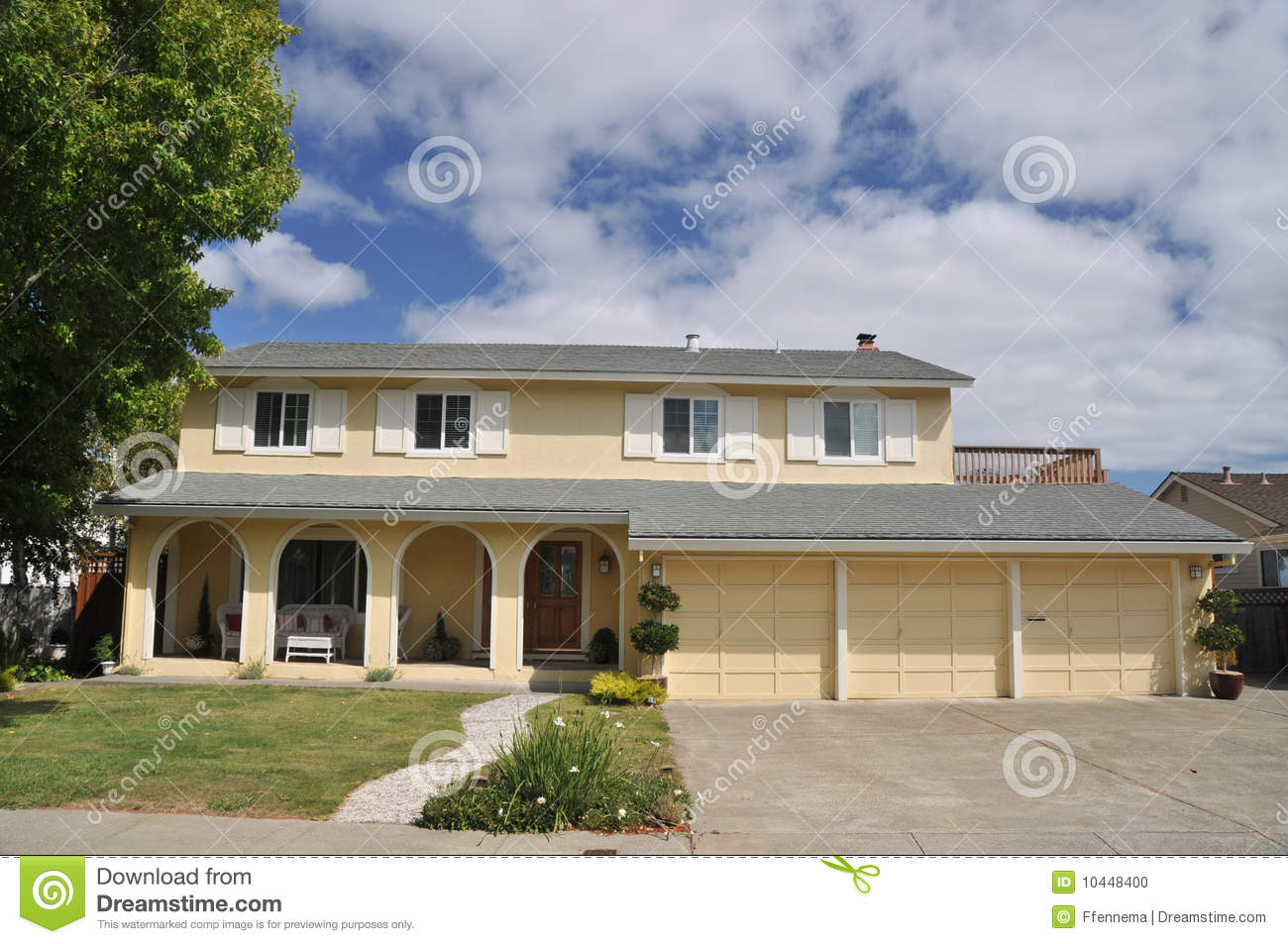 Yellow House With Three Car Garage Stock Photo Image