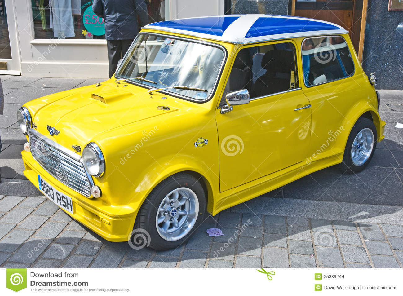 A3 Cabriolet together with Stock Images Yellow Mini Cooper Scottish Flag Roof Image25389244 furthermore 7258 additionally 598551 as well 2012 Holden Colorado First Drive. on car audio showroom