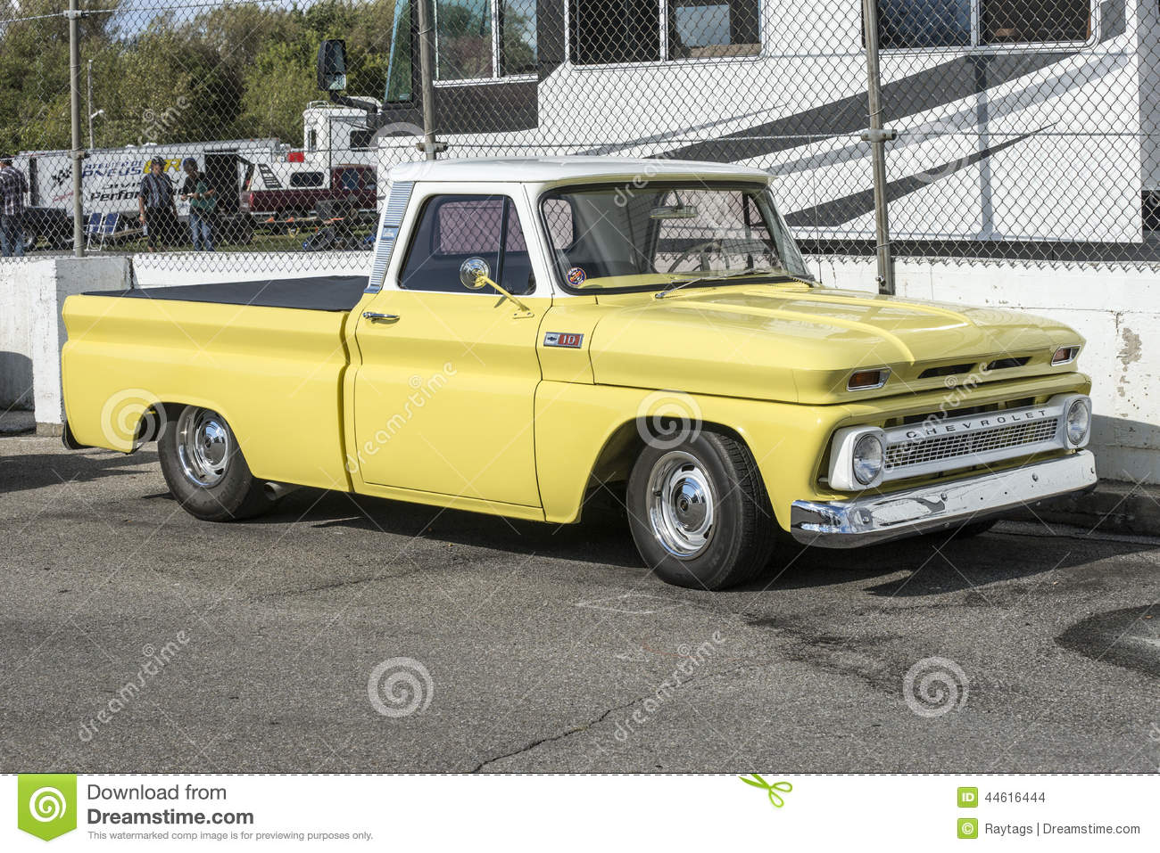 Vintage pickup truck editorial stock image. Image of wheel - 44616444