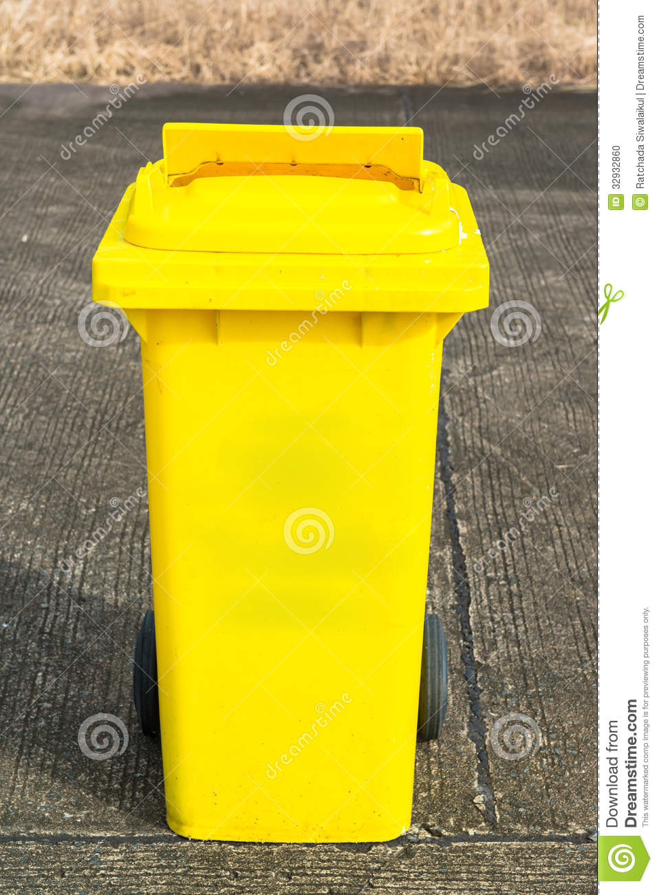 Yellow recycling bin stock photo image 32932860 - Rd rubbish bin ...