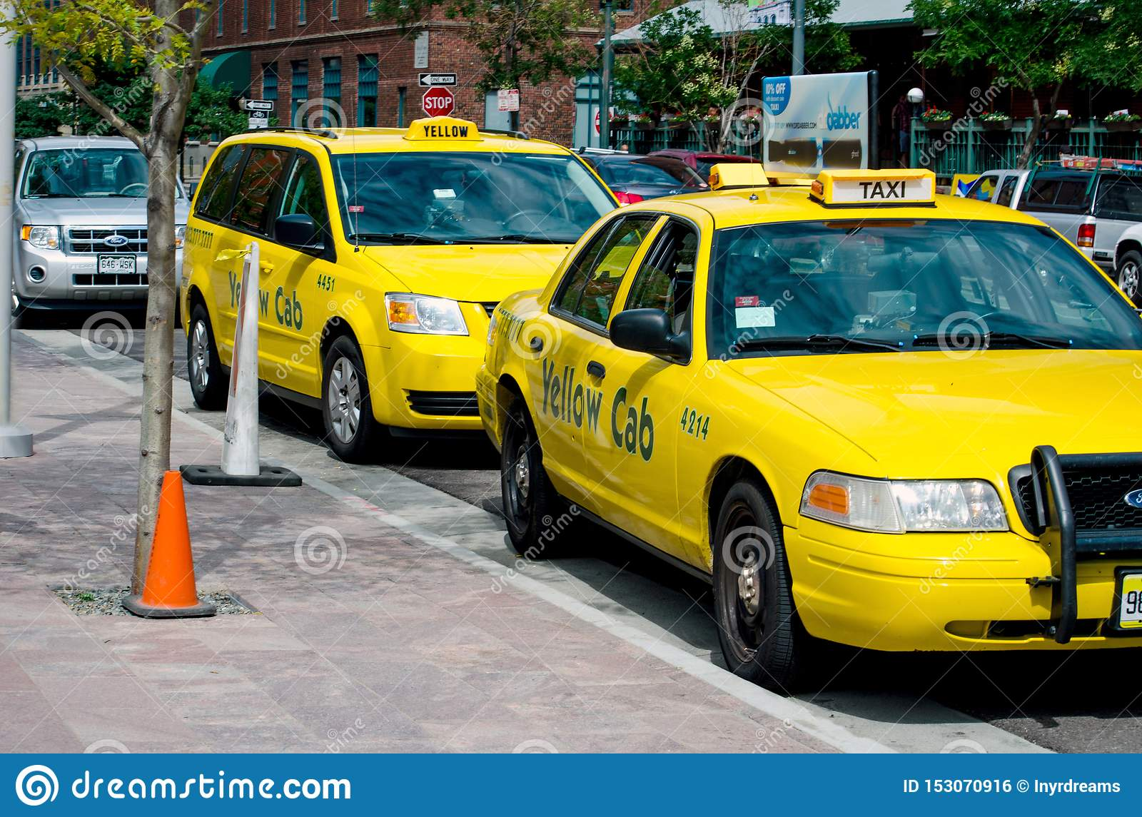 Yellow Cab Denver >> Yellow Taxis Wait For People In Downtown Denver Co Editorial