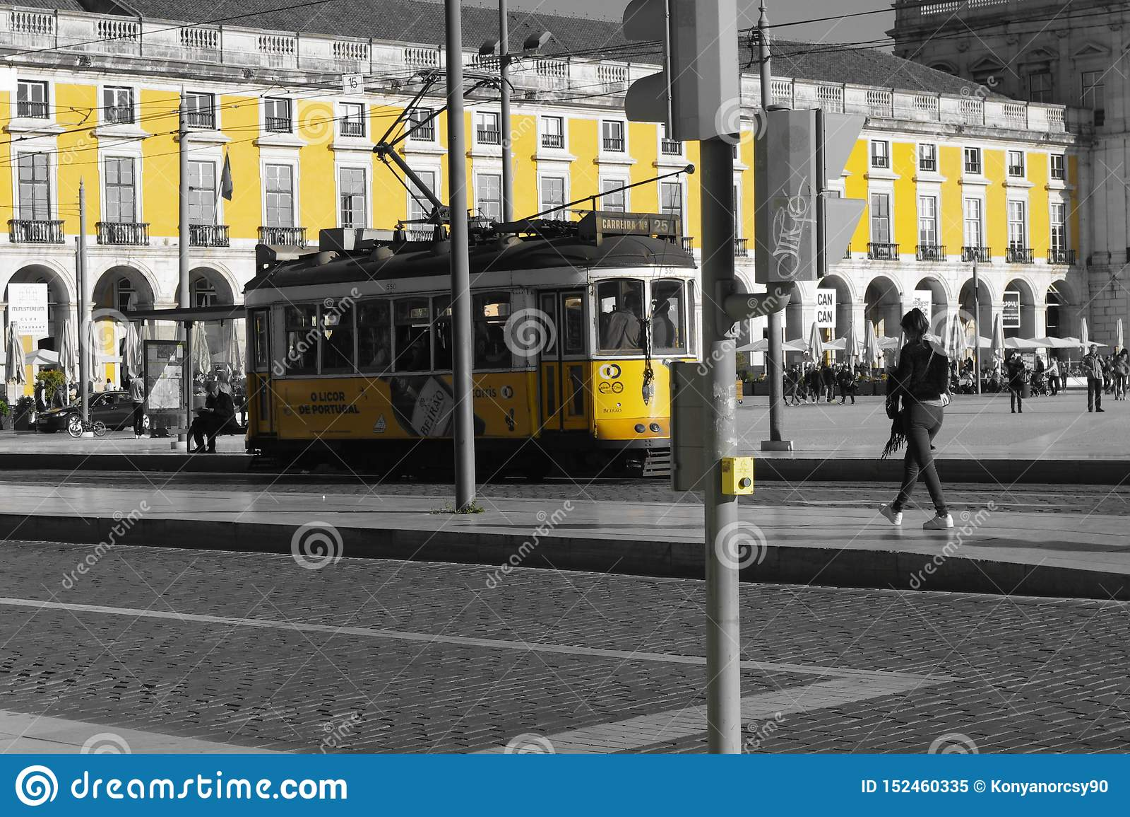 Yellow tram&building of Lisboa