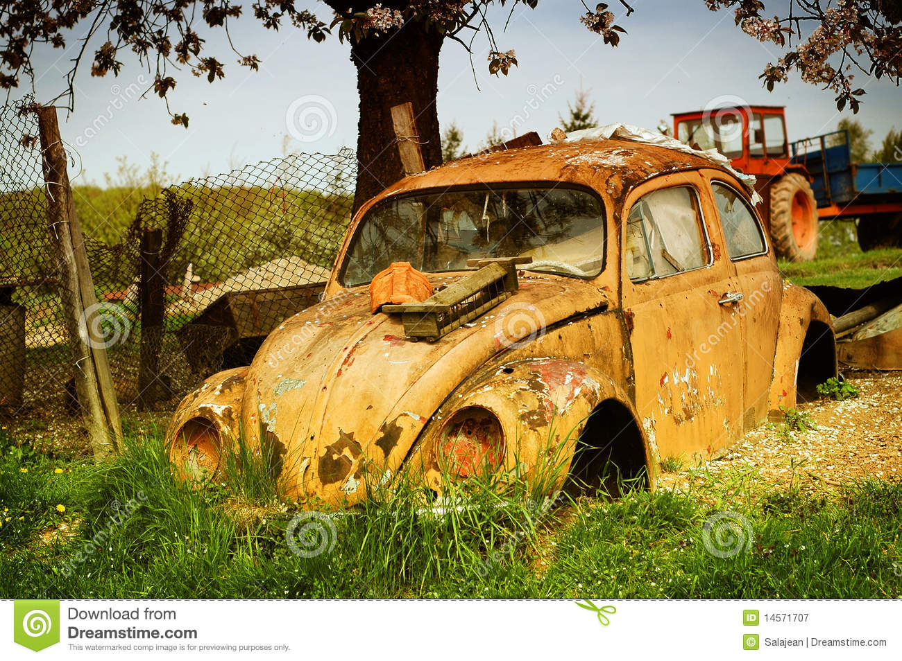 Yellow Volkswagen Beetle Royalty Free Stock Photography - Image: 14571707