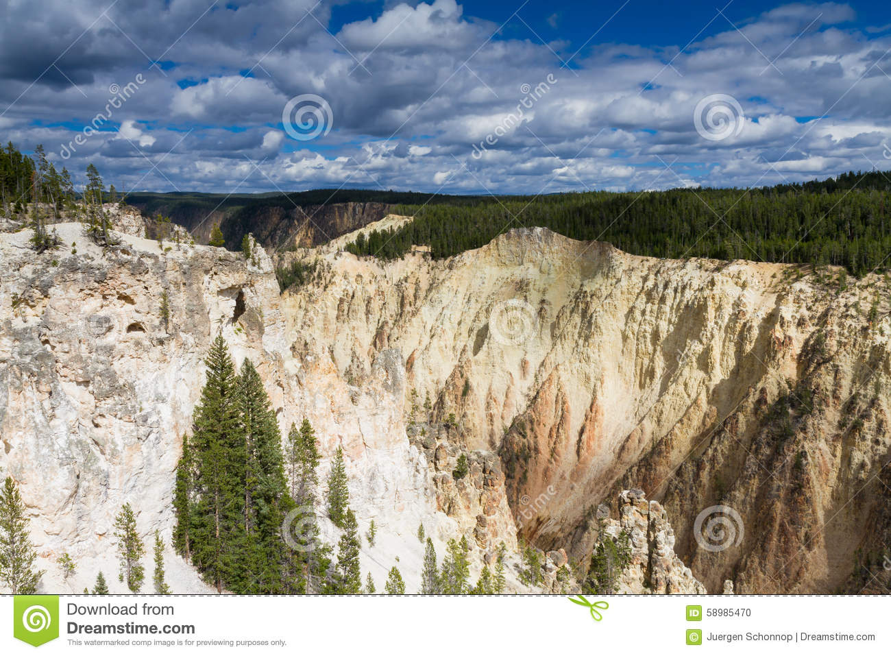Yellowstone Canyon as seen from the Grand View lookout