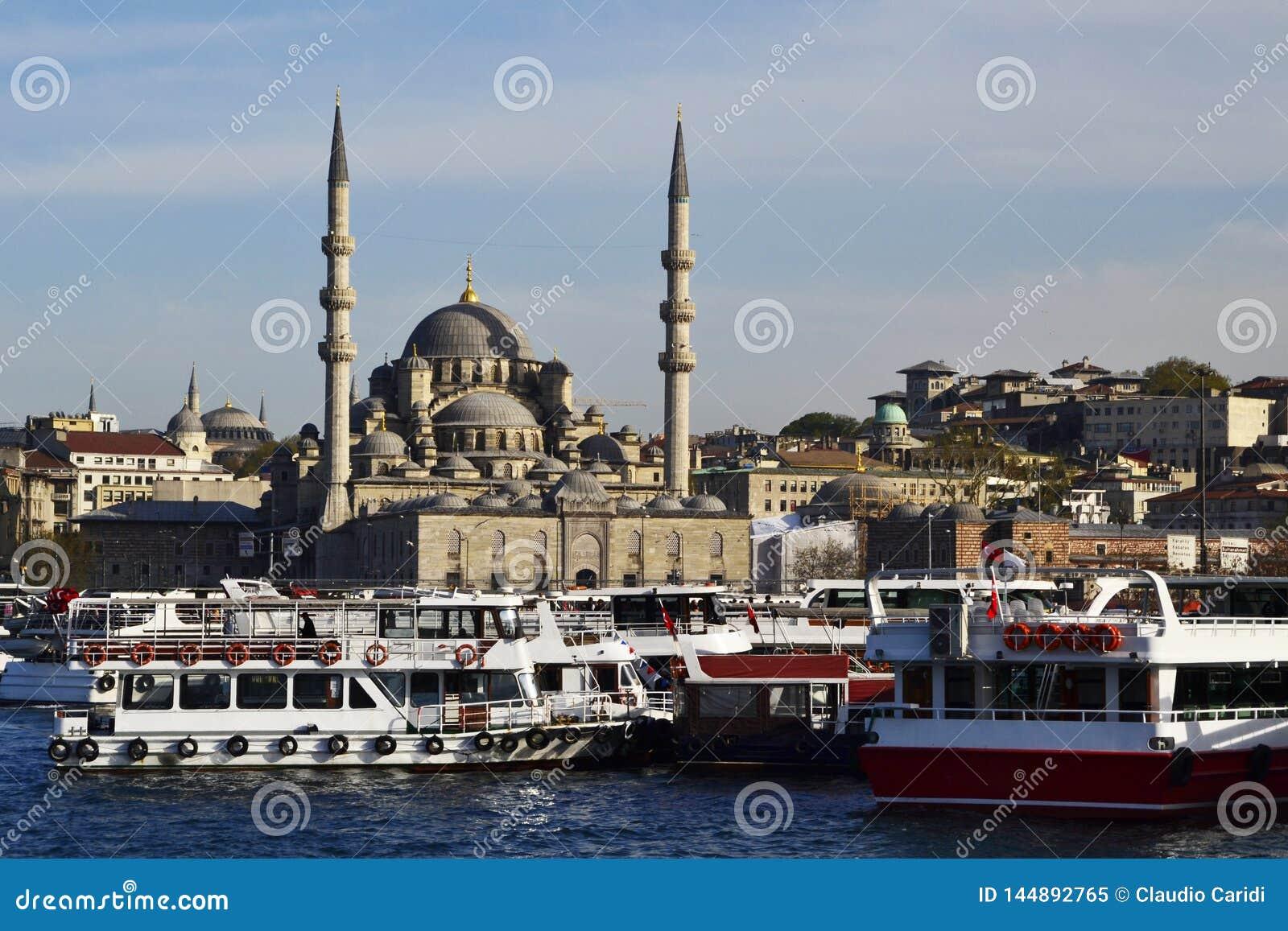 Yeni Camii, la nueva mezquita, Estambul, Turquía