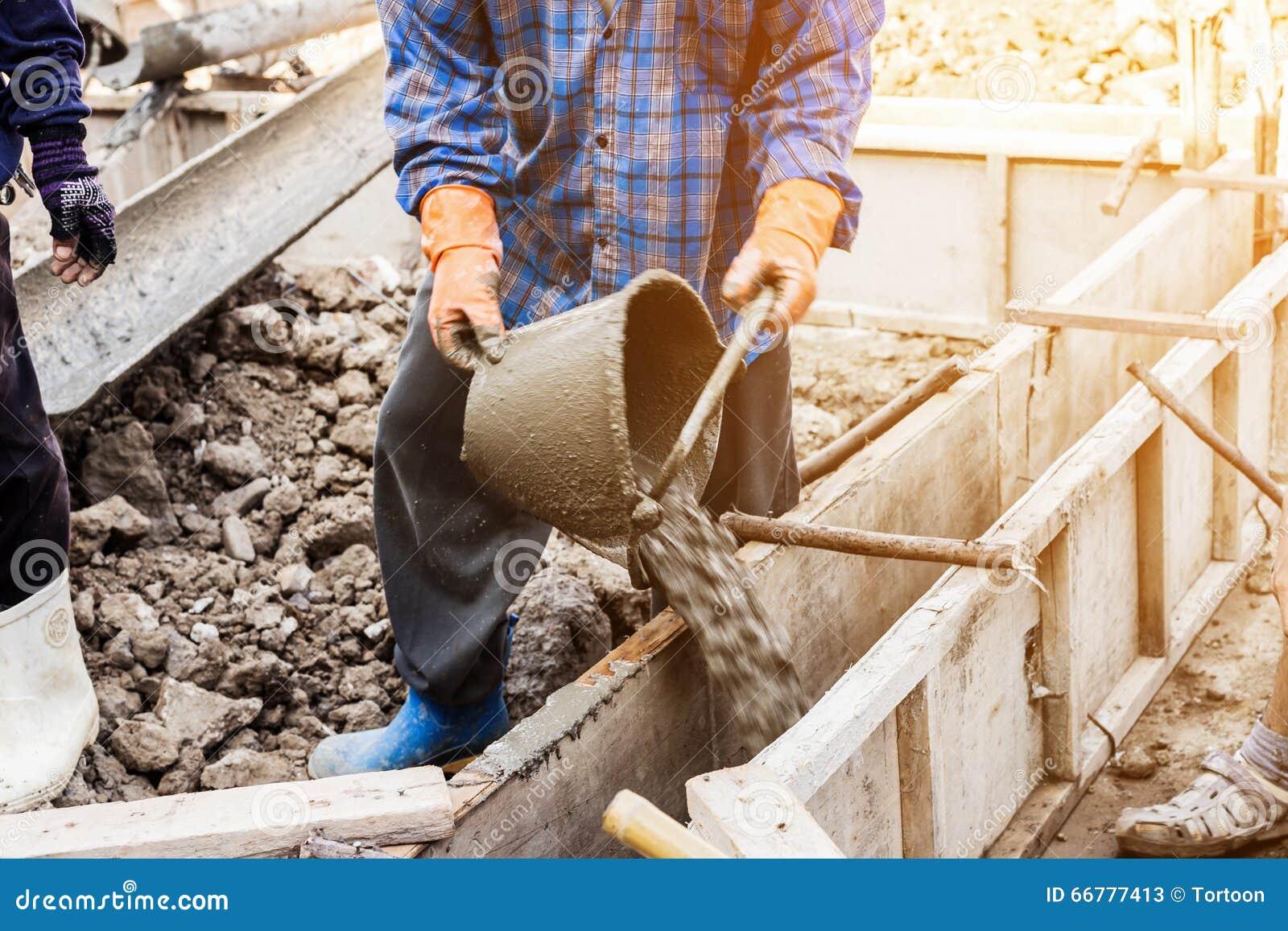 Yeso de mezcla del mortero del cemento del trabajador para for Mortero de cemento