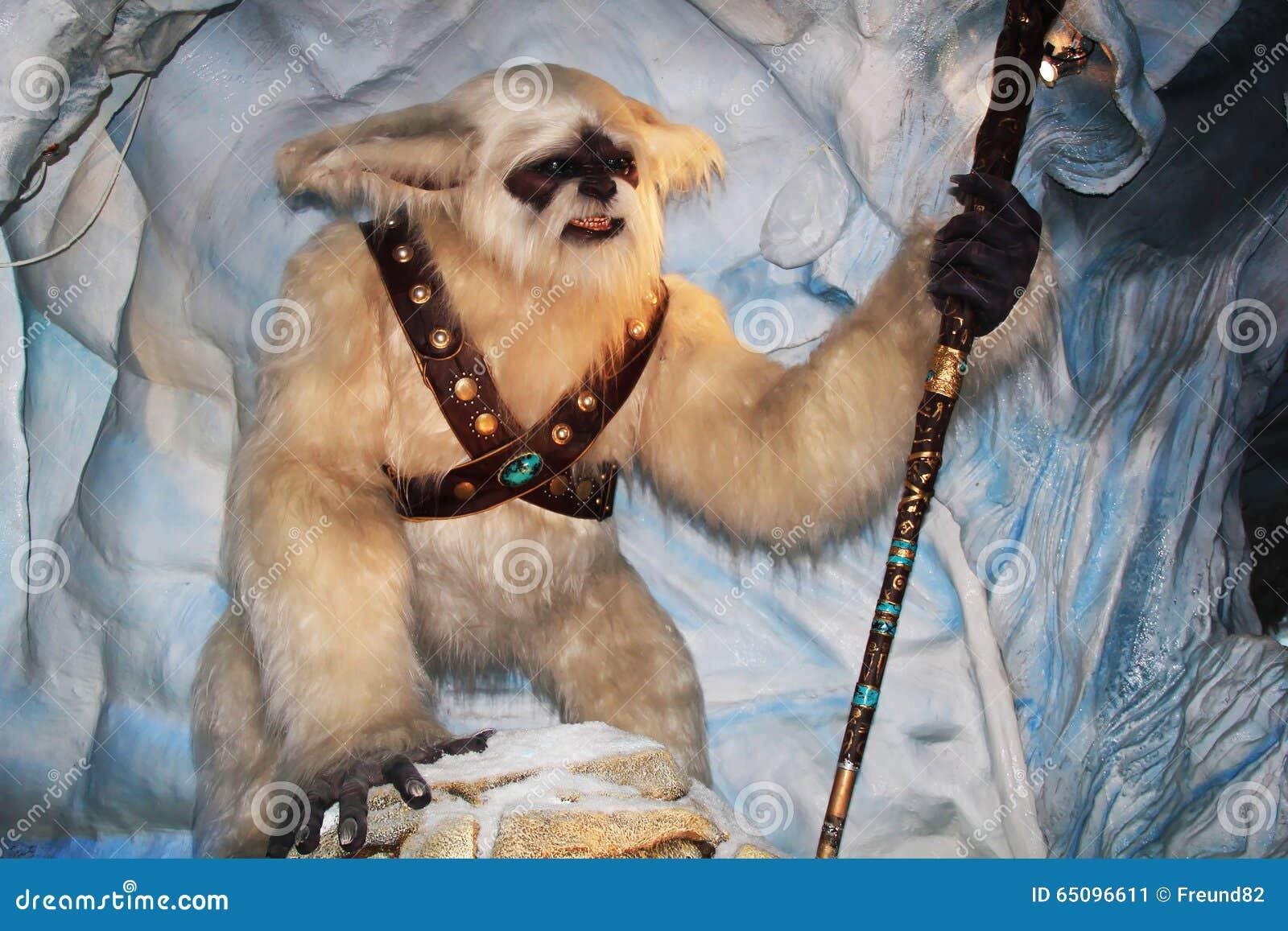 Yeti con un bastone