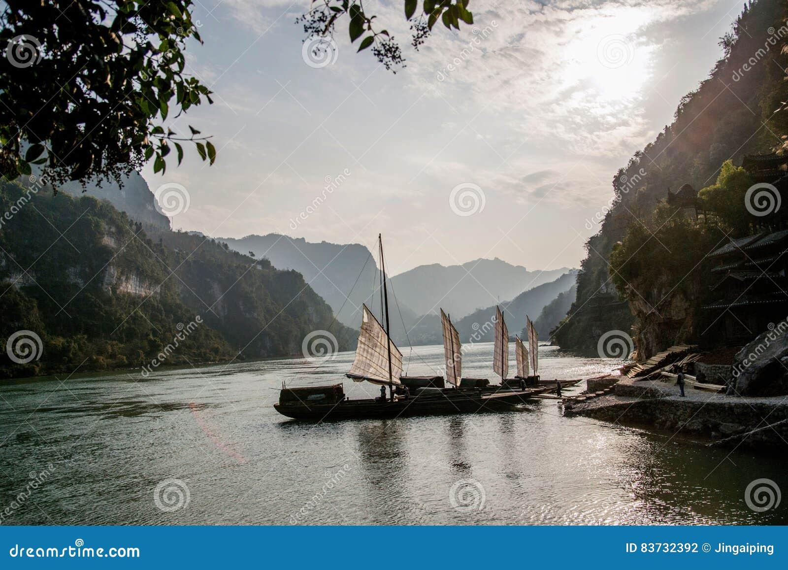 Yiling Yangtze River Three Gorges Dengying Gap i klyftaflodspansk gallion