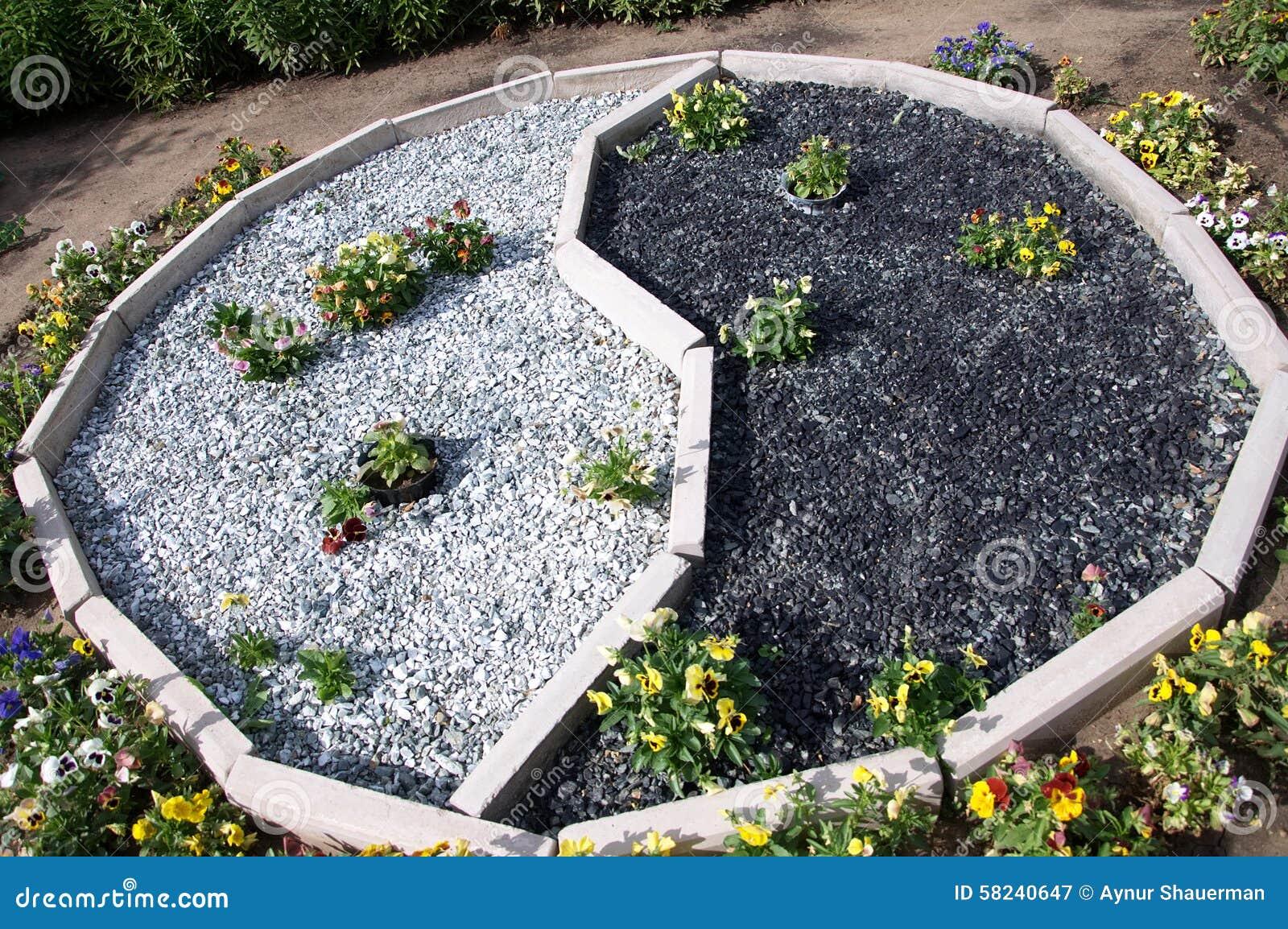 Yin et yang dans la d coration de jardin photo stock for Jardin yin yang