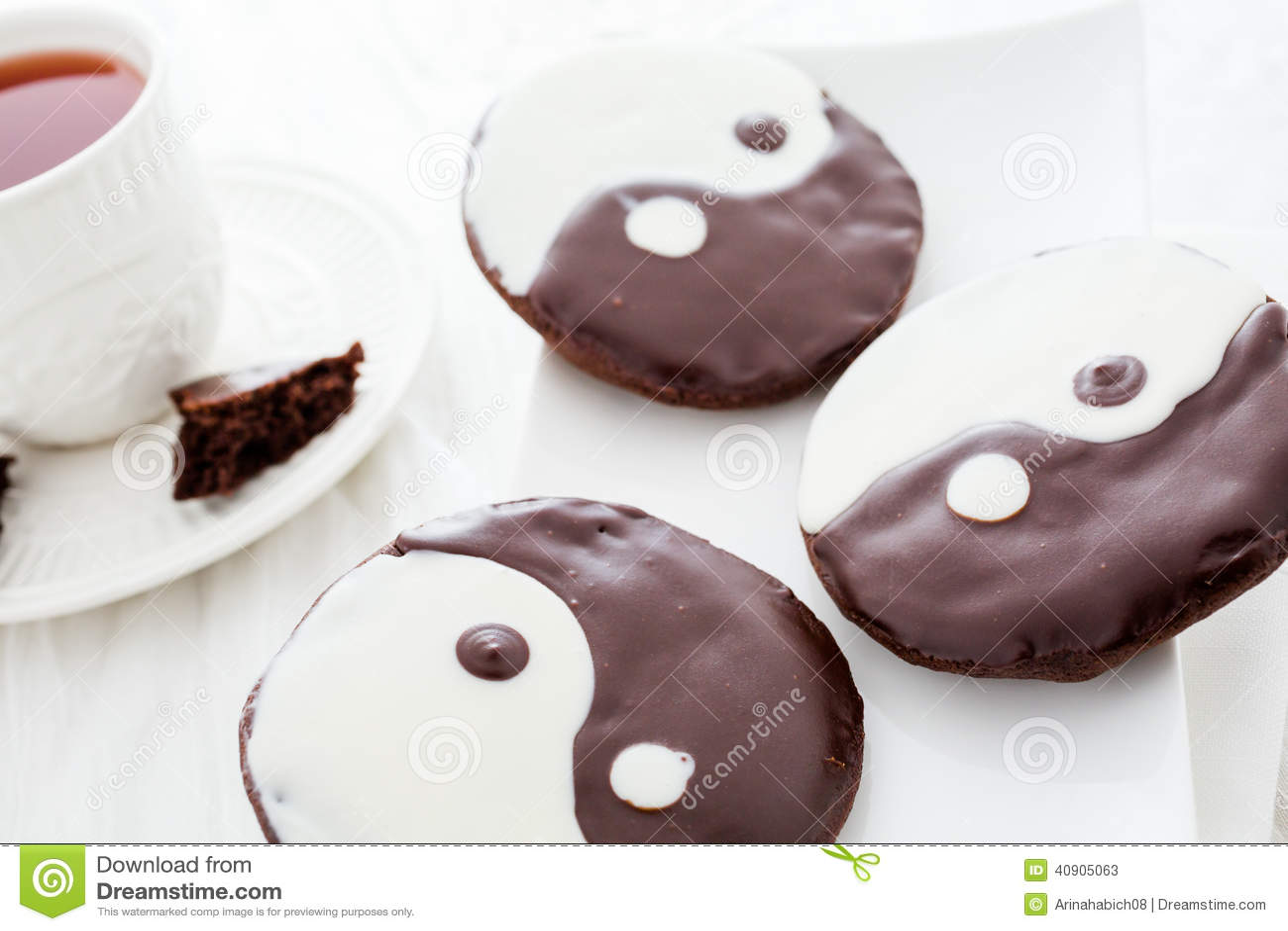 Yin and yang cookies