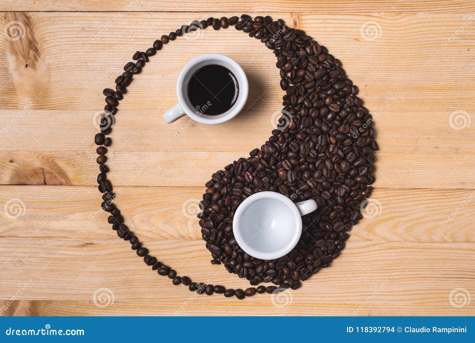 Yin yang kaffesammansättning med koppar