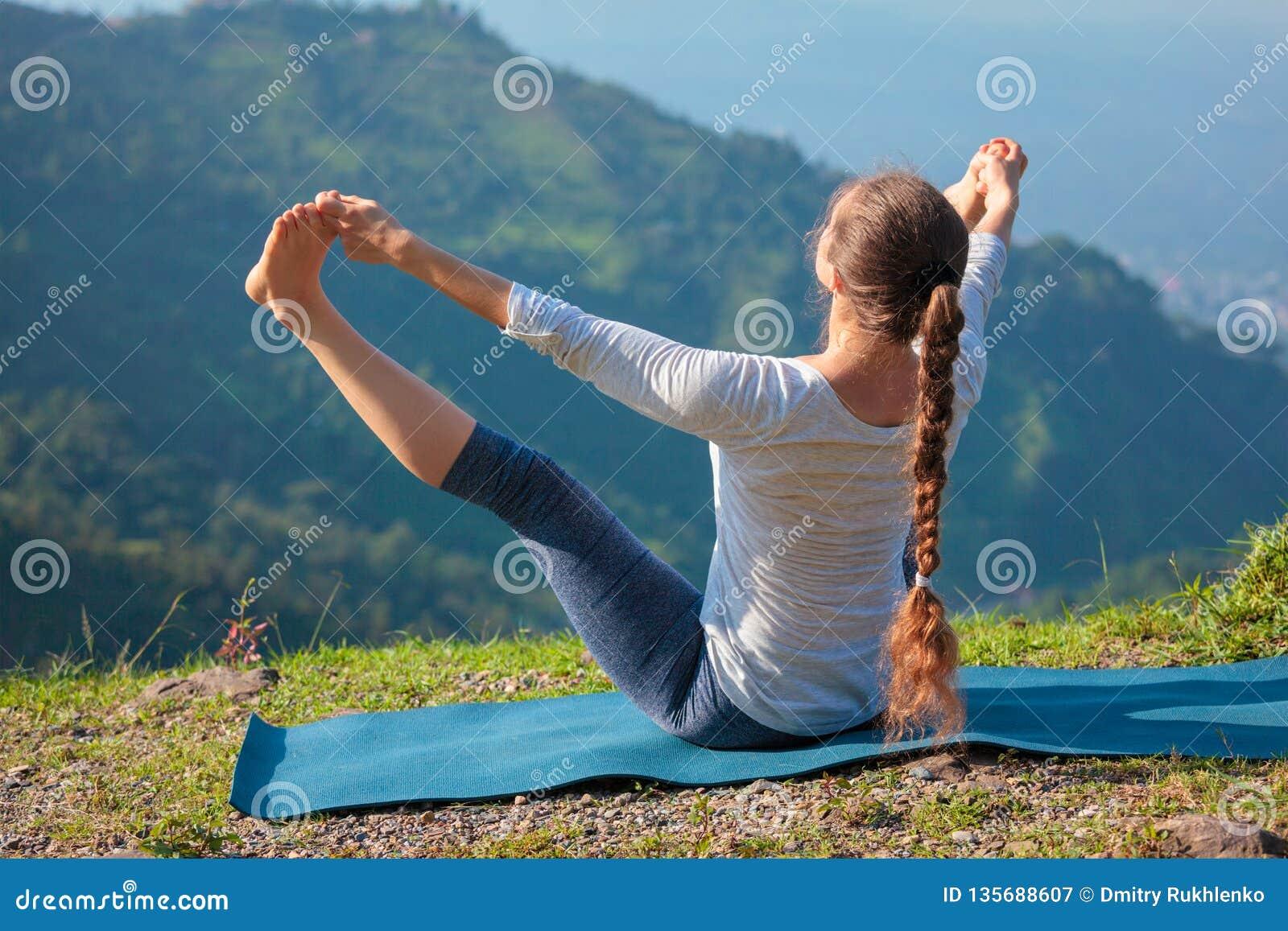 Yoga all aperto in montagne