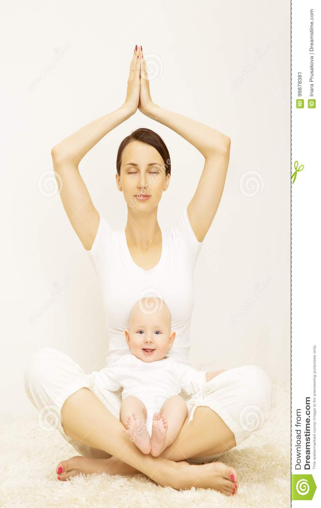 Yoga-Baby und Mutter, Sport-Übung für Kindermutter, Familie