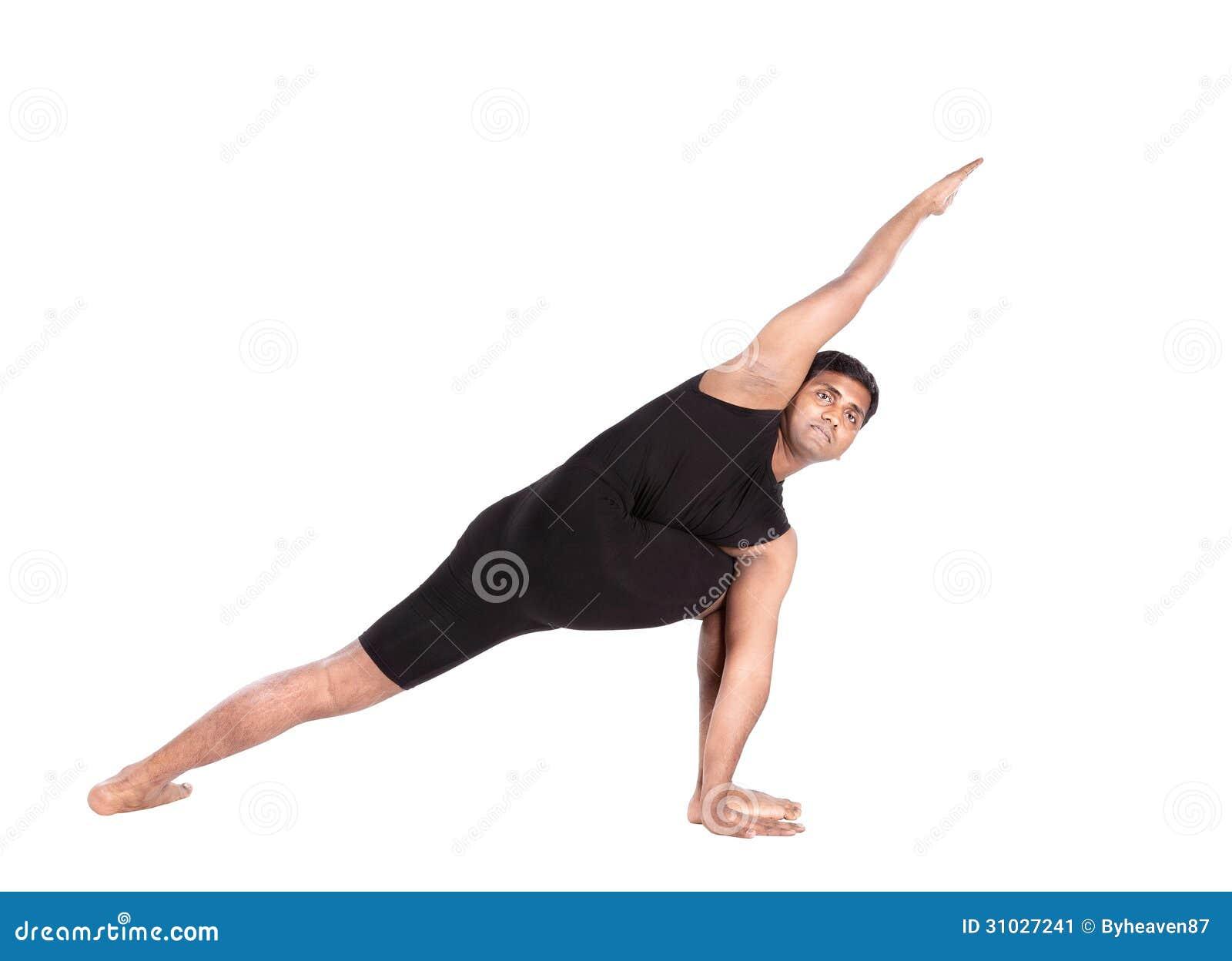 Yoga dall uomo indiano su bianco