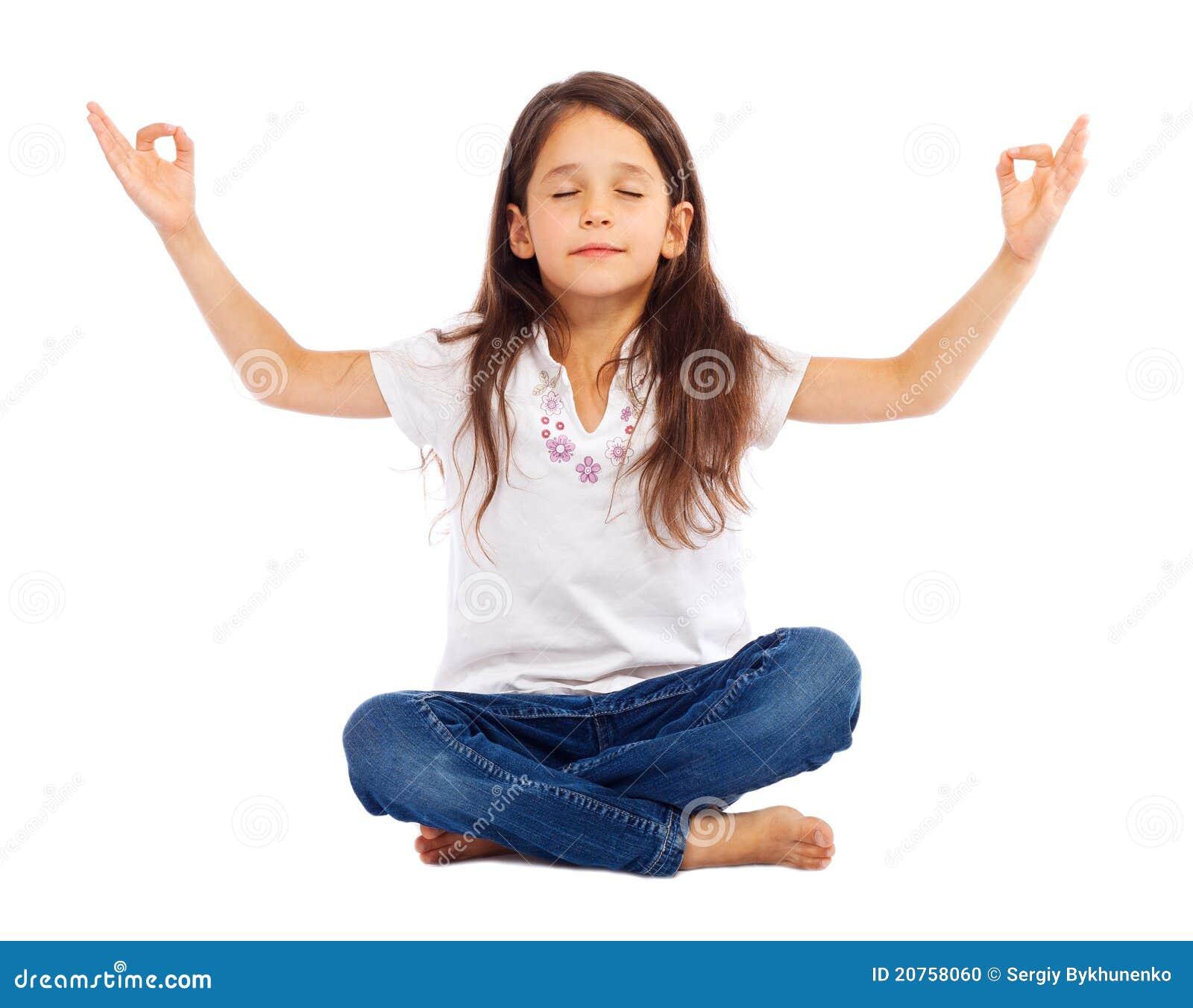 Yoga de pratique de petite fille