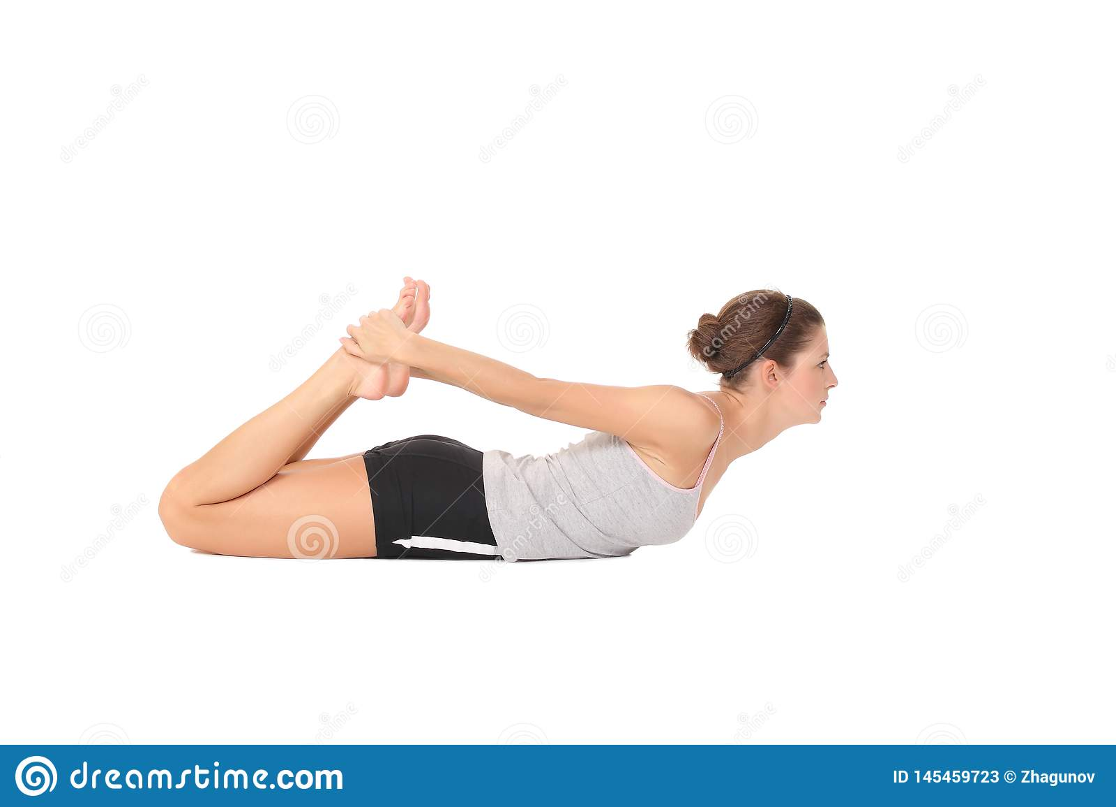 Yoga del entrenamiento de la mujer joven
